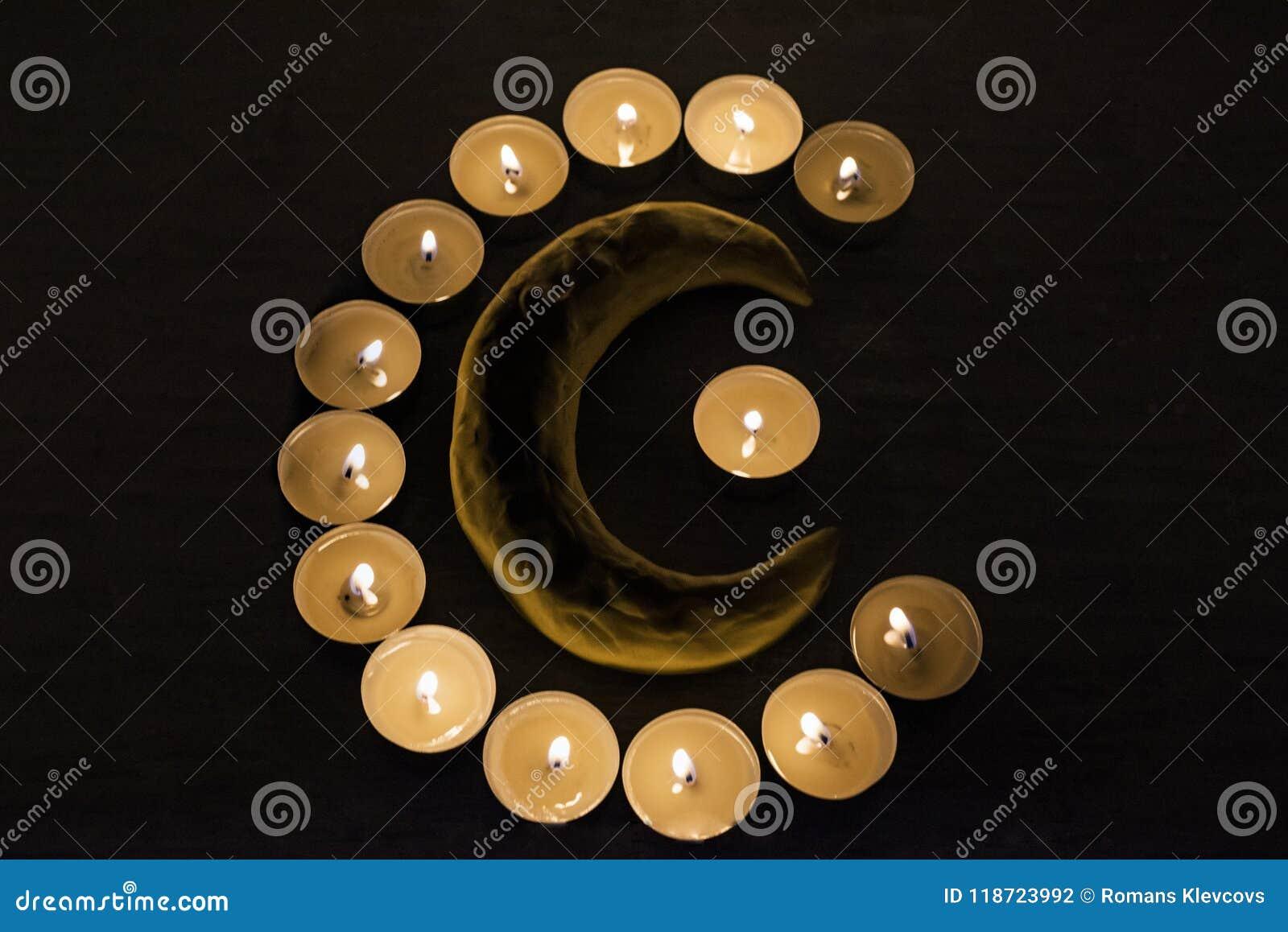 Símbolos del Islam Luces de la vela en fondo negro