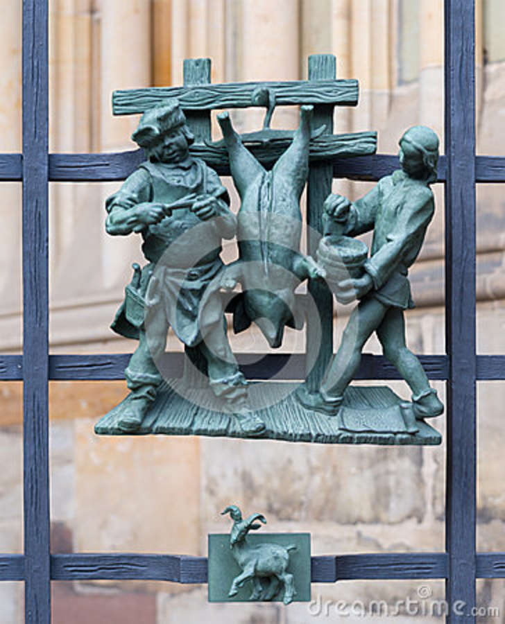 Símbolos pagãos do zodíaco no St Vitus Cathedral do Golden Gate em Praga