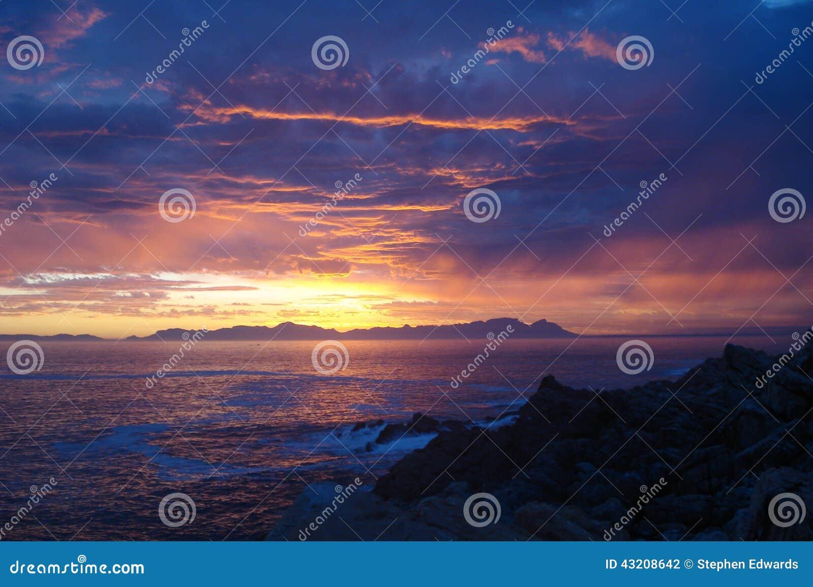 Download Södra - Afrikansk Solnedgång över Havet Arkivfoto - Bild av sand, reflexion: 43208642