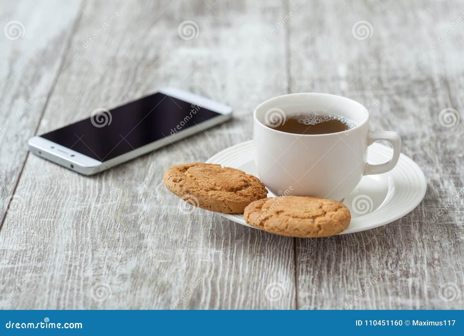 Söt kopp för giffel för bakgrundsavbrottskaffe Kaffe med mellanmålet
