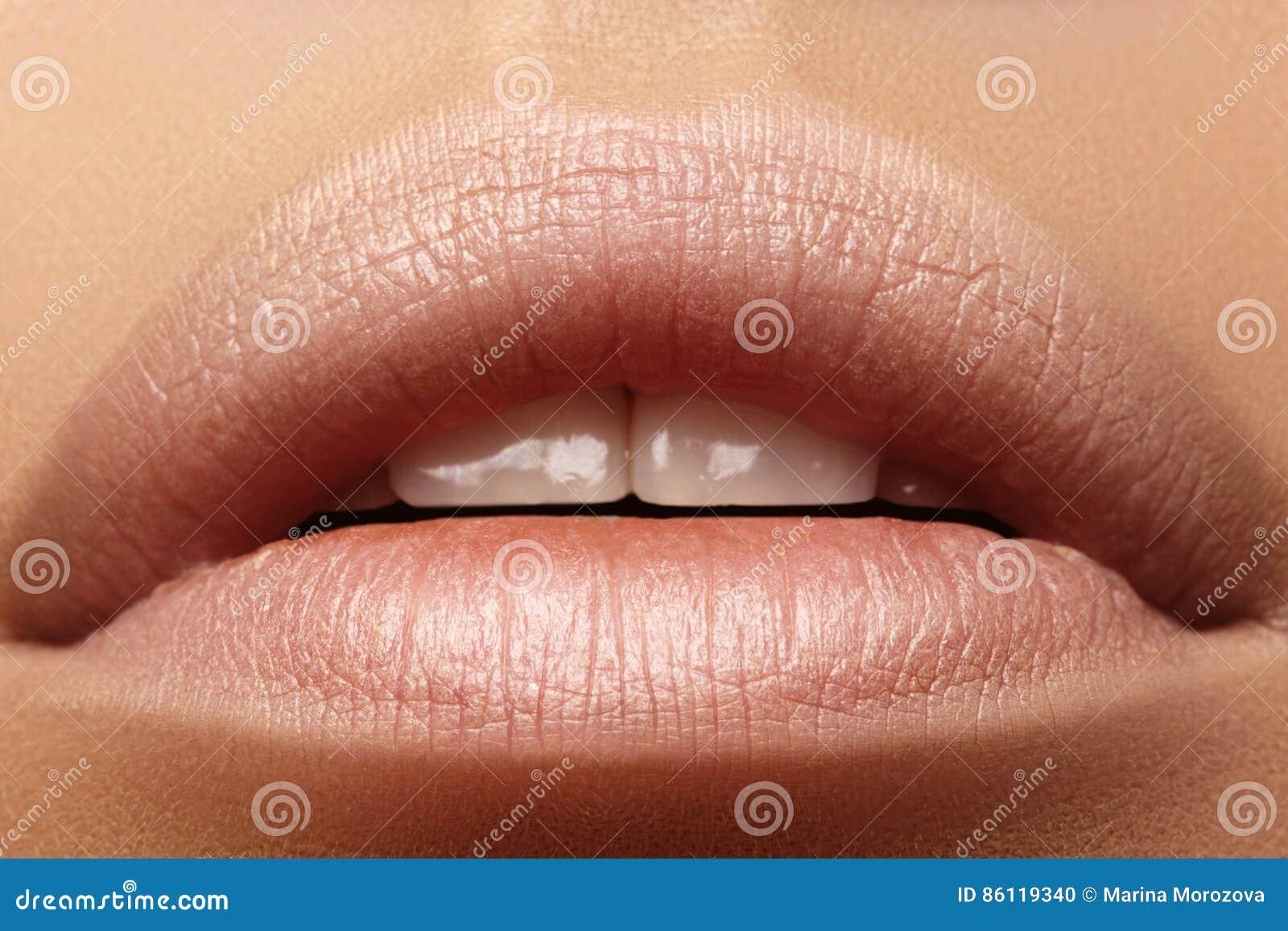 Süßer Kuss Perfektes Natürliches Lippenmake-up Schließen Sie Herauf ...
