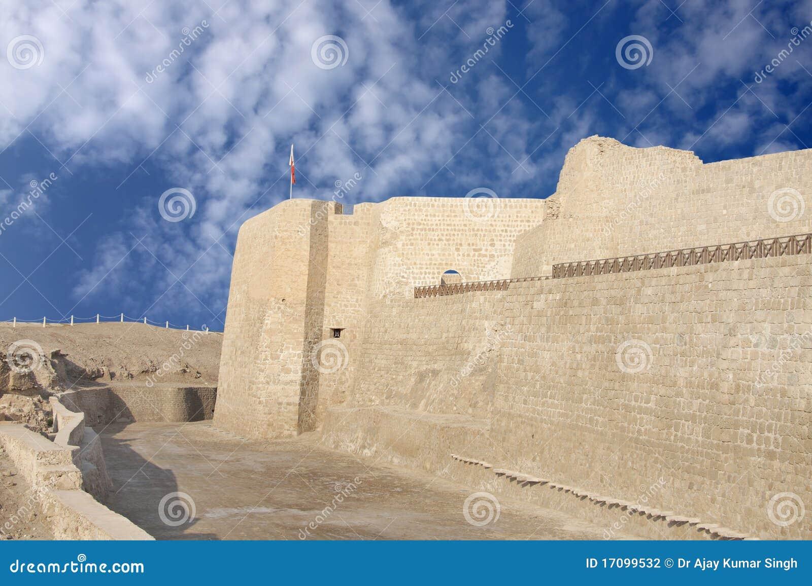 Südliche Wand des Bahrain-Forts blickend in Richtung des Westens
