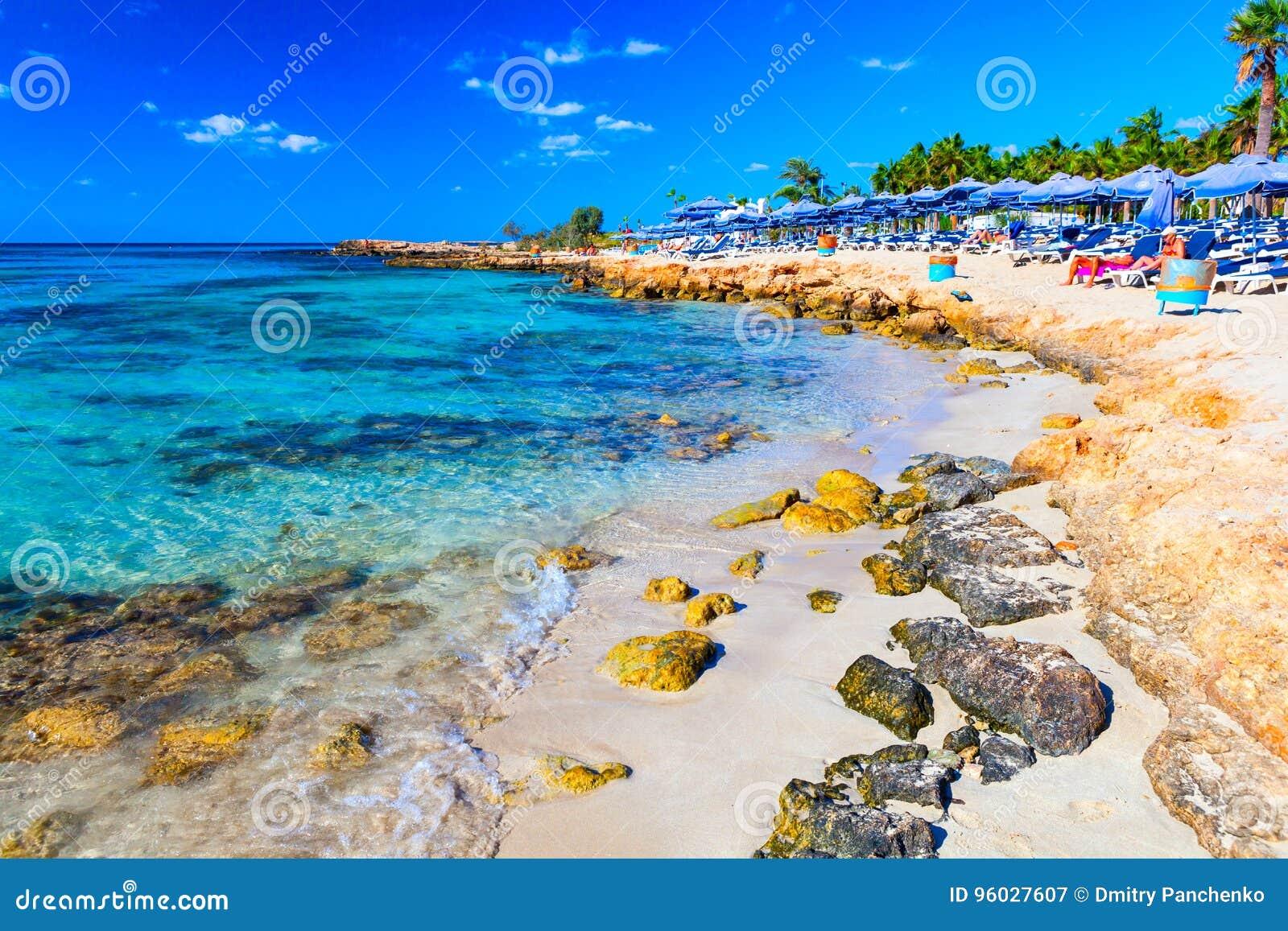 Sławna Nissi plaża