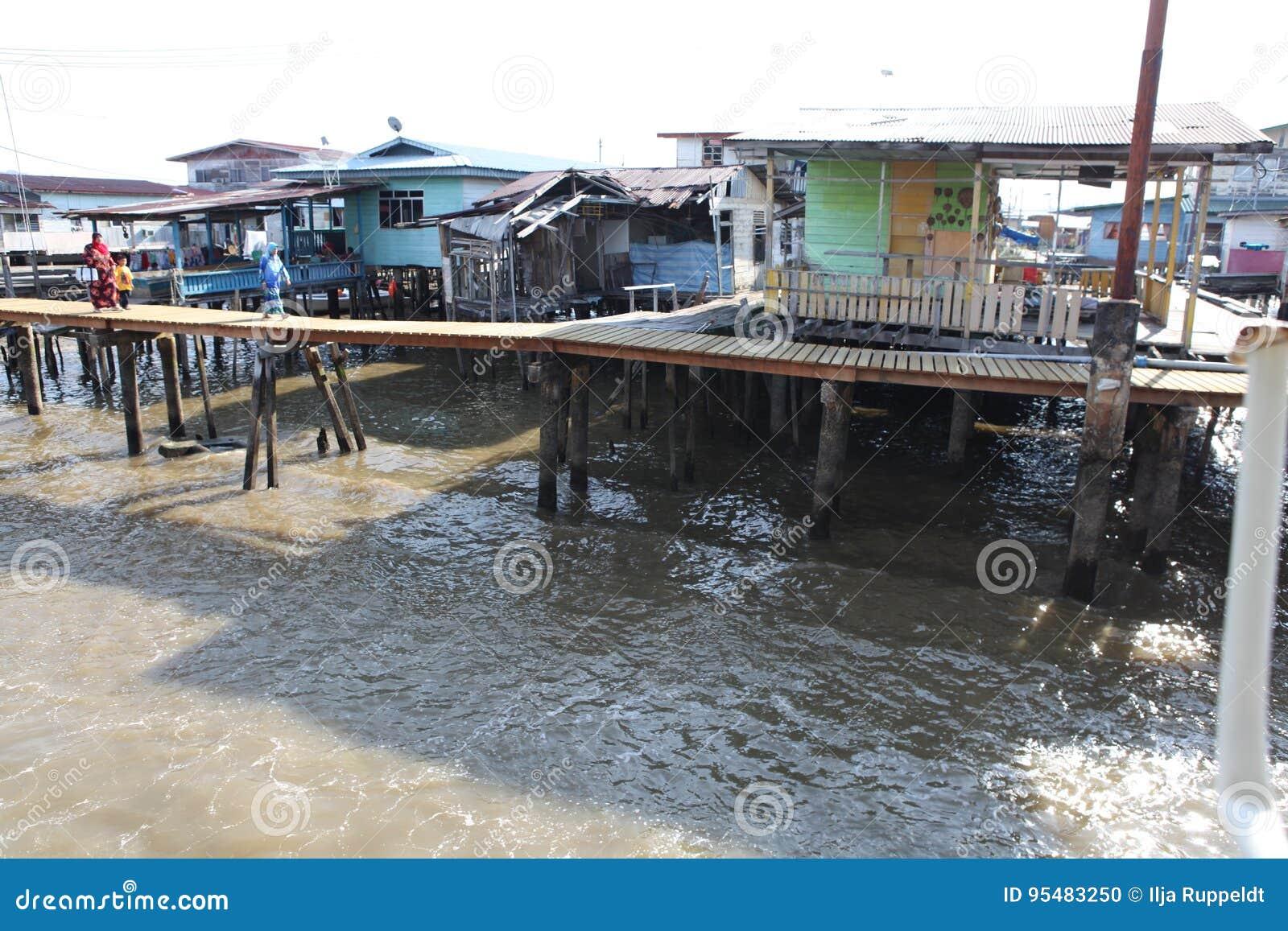 Sławna Wodna wioska w Brunei Borneo
