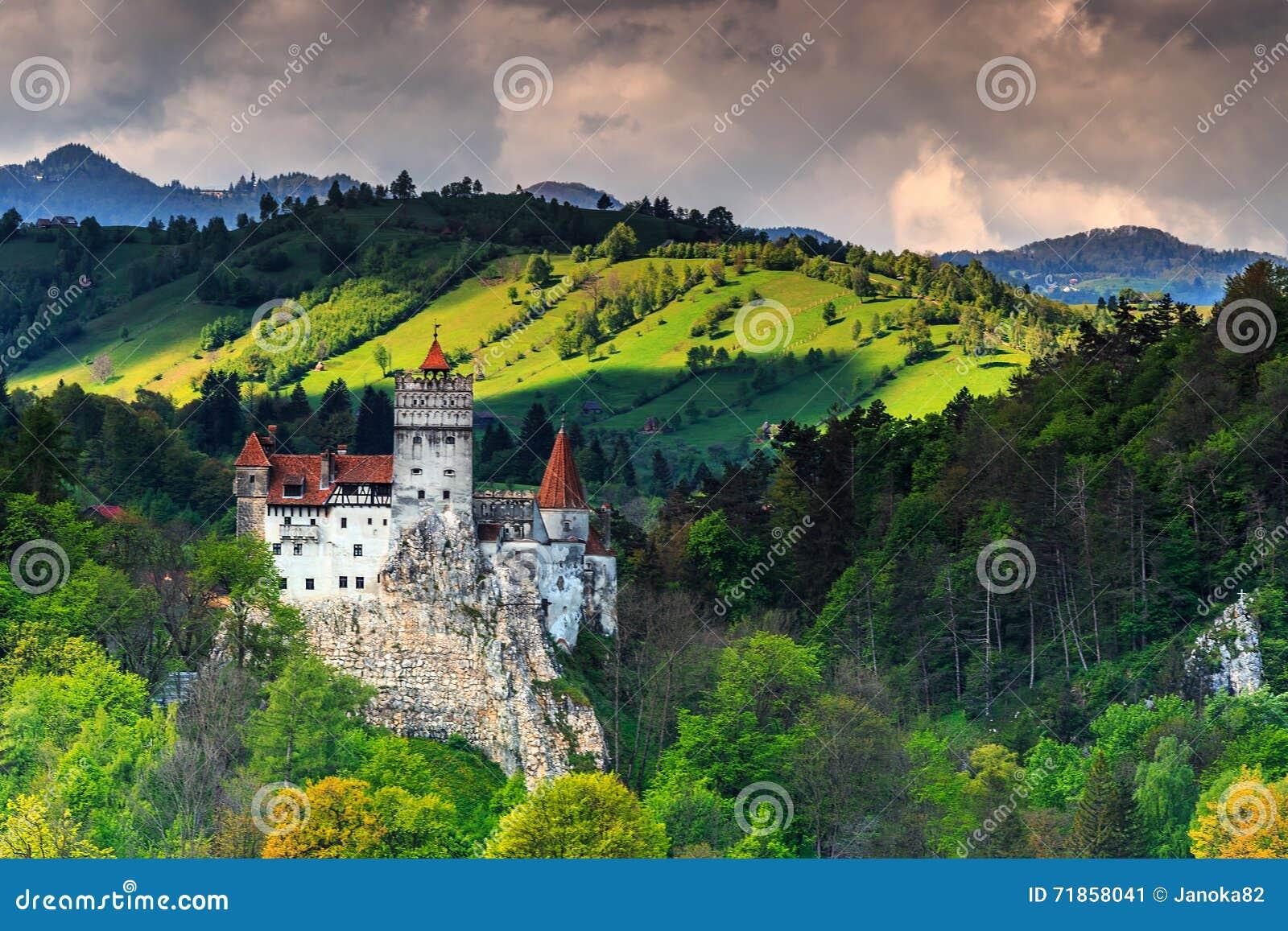 Sławny Dracula kasztel blisko Brasov, otręby, Transylvania, Rumunia, Europa