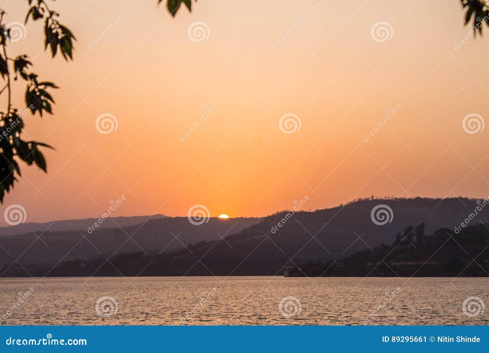 Słońc downSunsets słońca iść światło - pomarańczowa colour góra