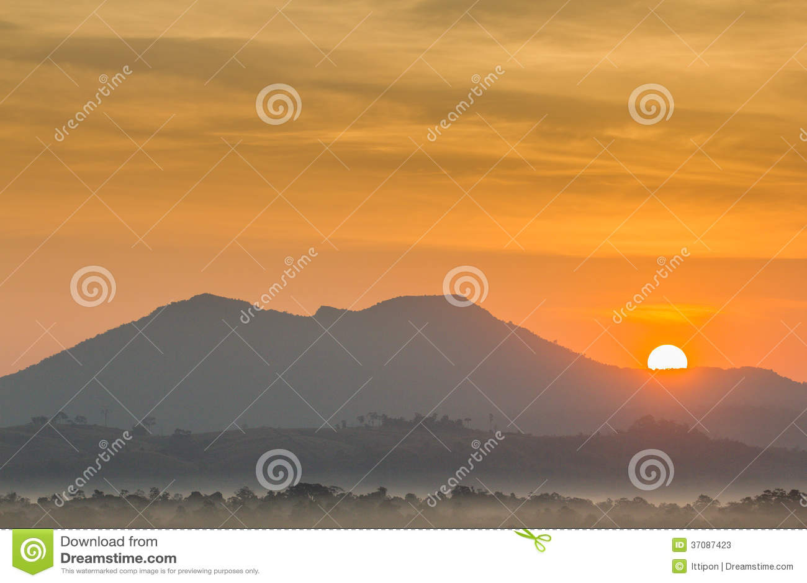 Download Słońce i góra obraz stock. Obraz złożonej z kamień, pasmo - 37087423