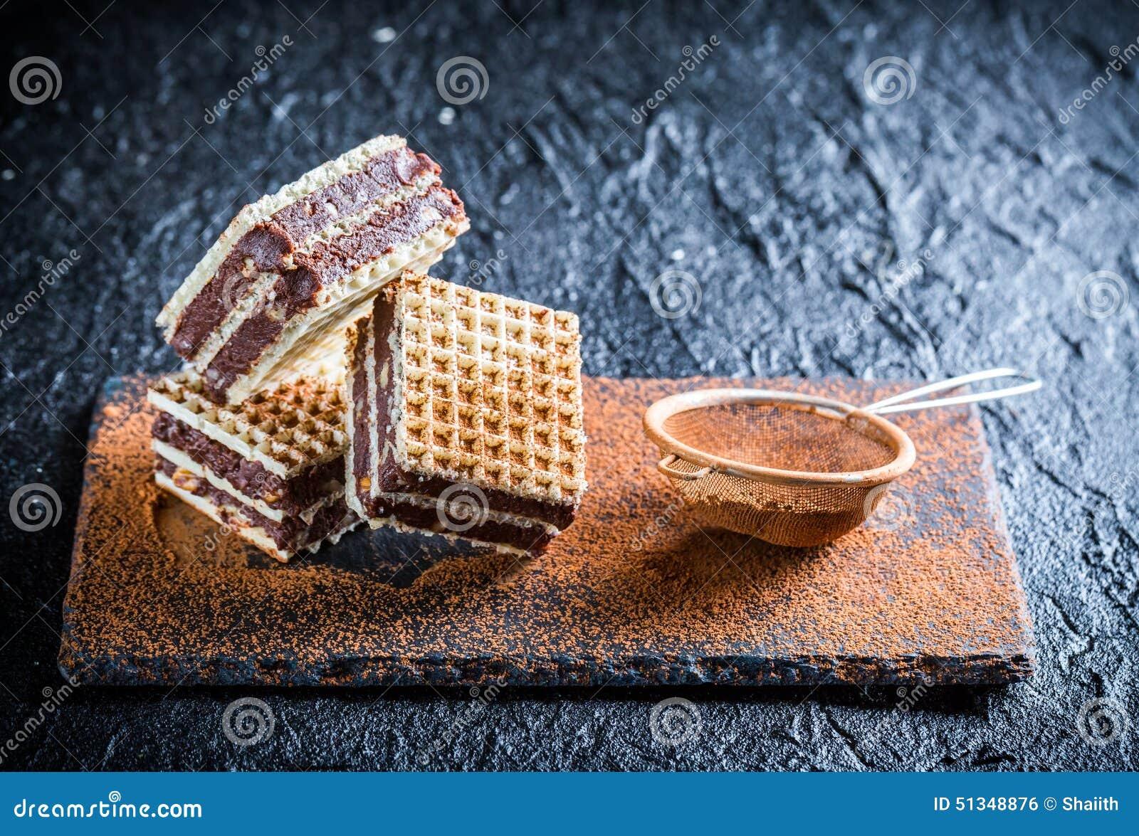 Słodcy opłatki z dokrętkami i czekoladą