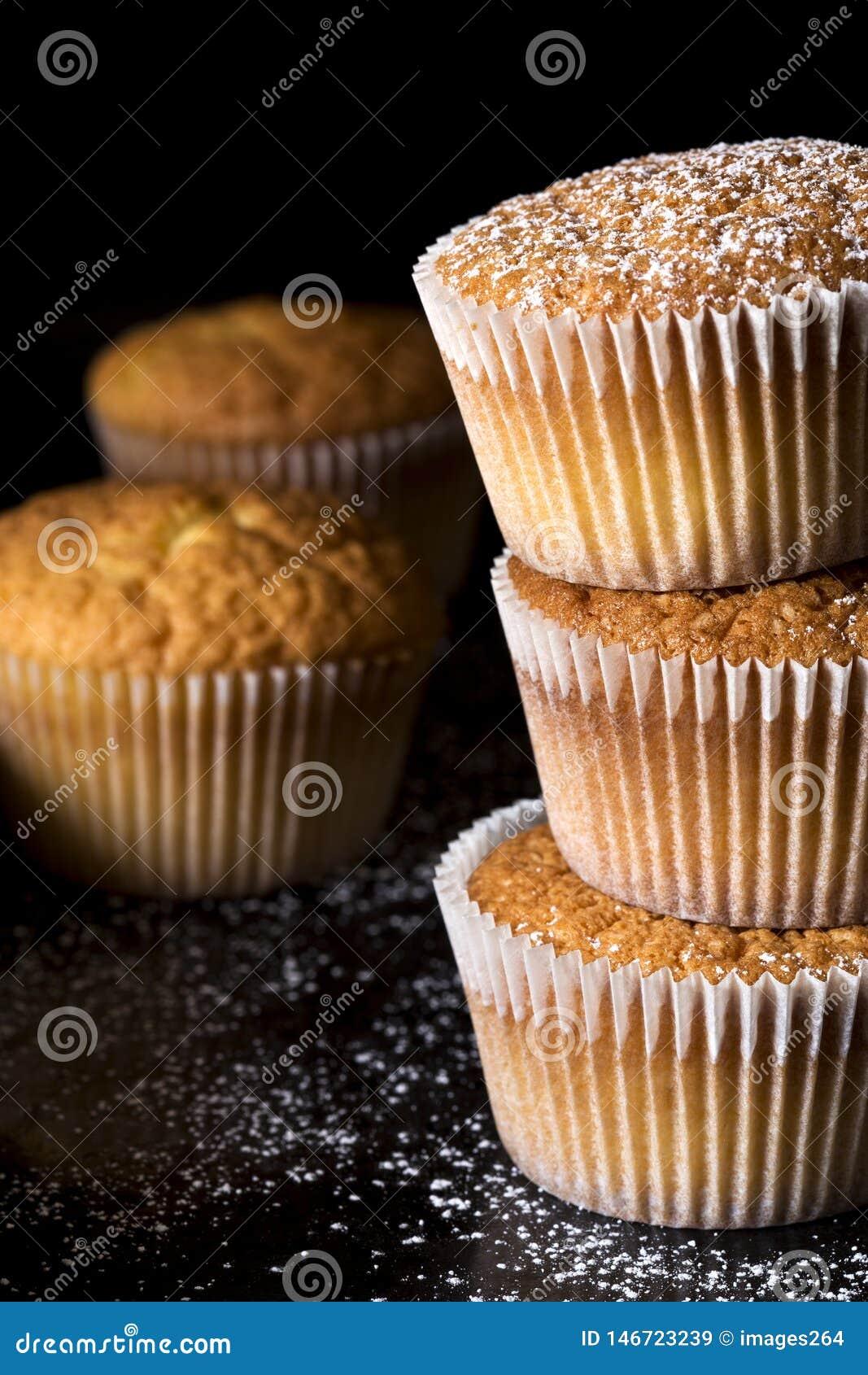 Słodka bułeczka kropiący z prochowym cukierem