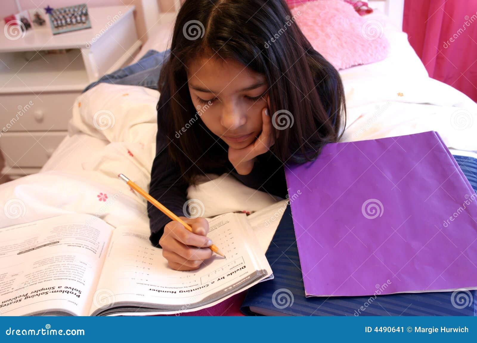 Słodka robi nastoletnia prac domowych