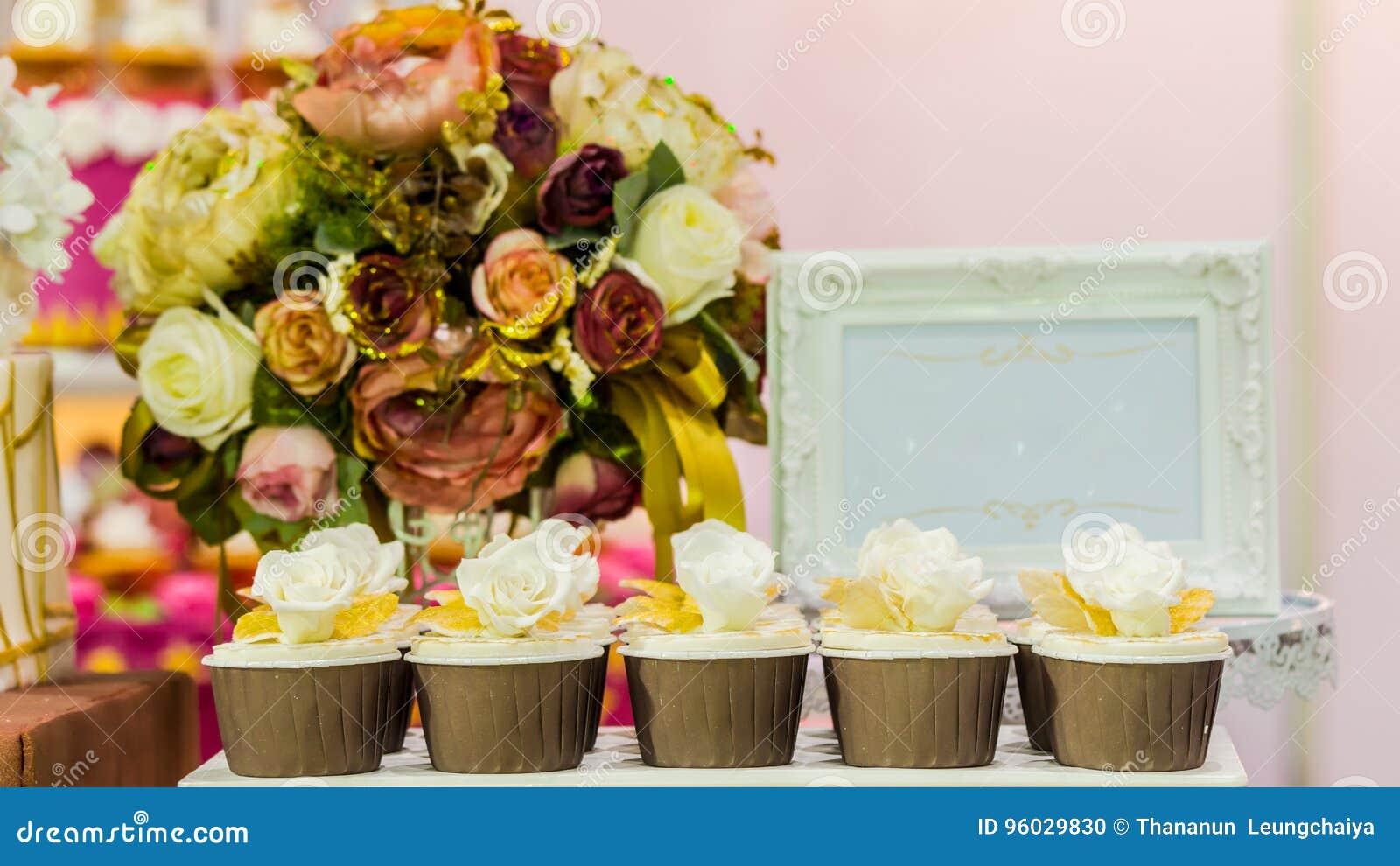 Słodkie ślubne babeczki