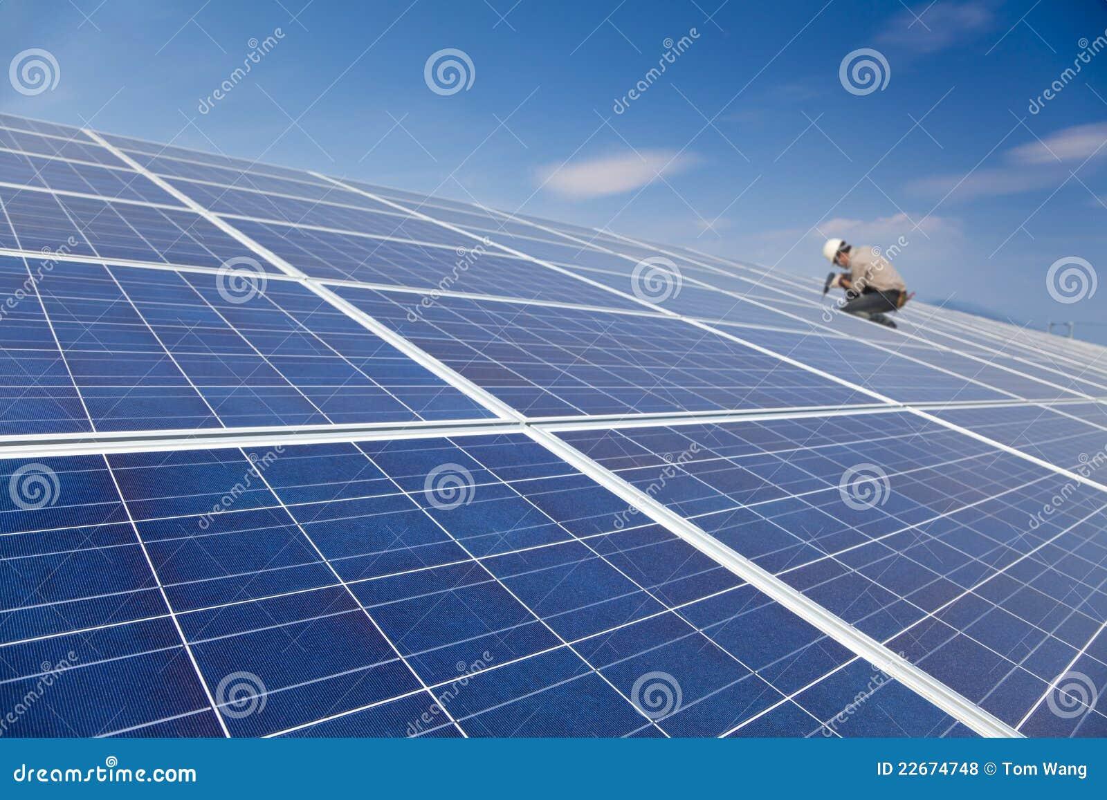 Słoneczny panelu TARGET1955_0_ pracownik