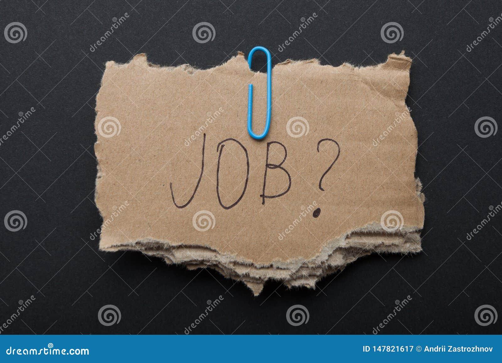 Słowa «praca? «na kawałku karton na czarnym tle