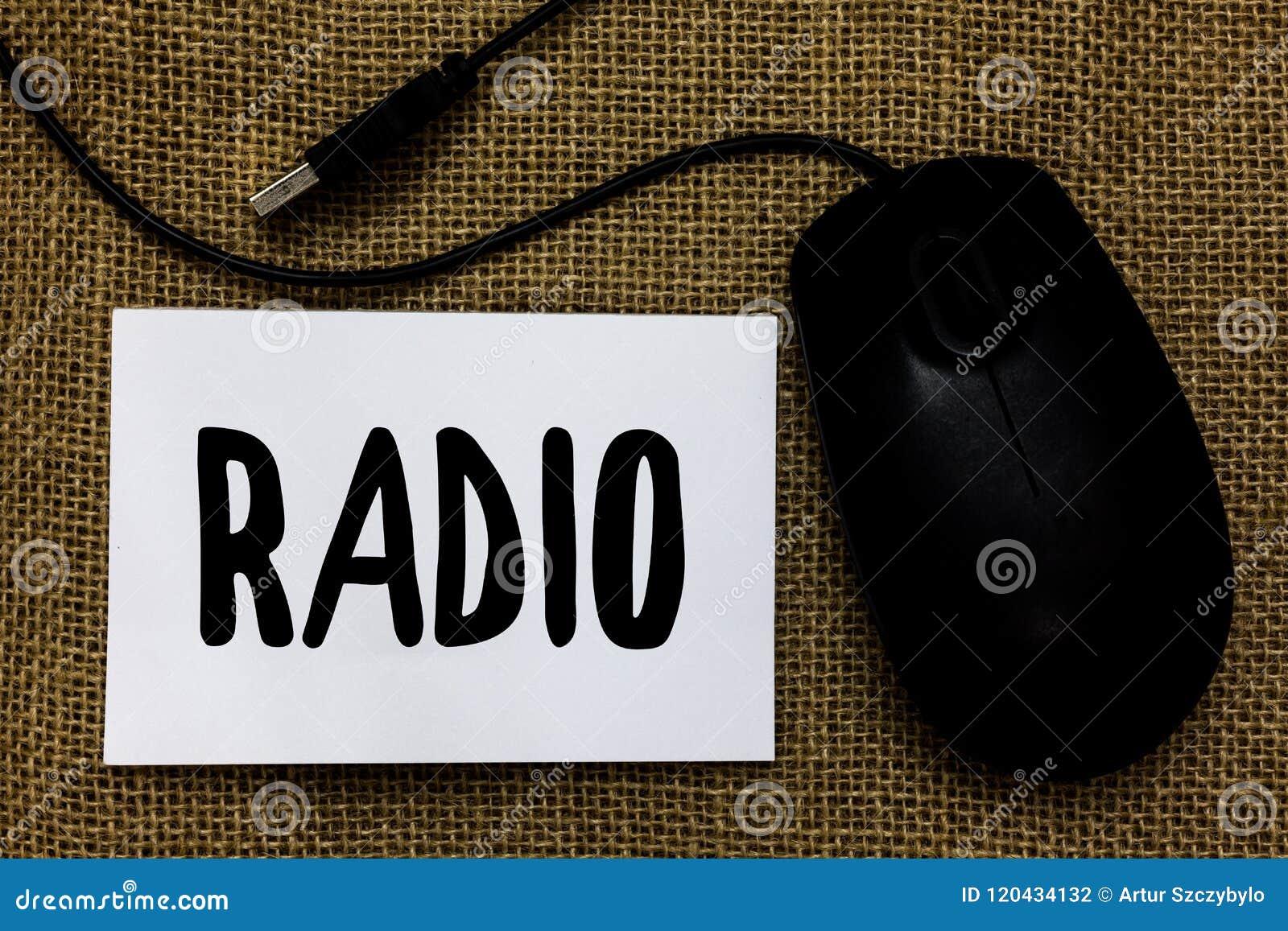 Słowa writing teksta radio Biznesowy pojęcie dla sprzętu elektronicznego używać dla słuchać transmisja programów przedstawień USB