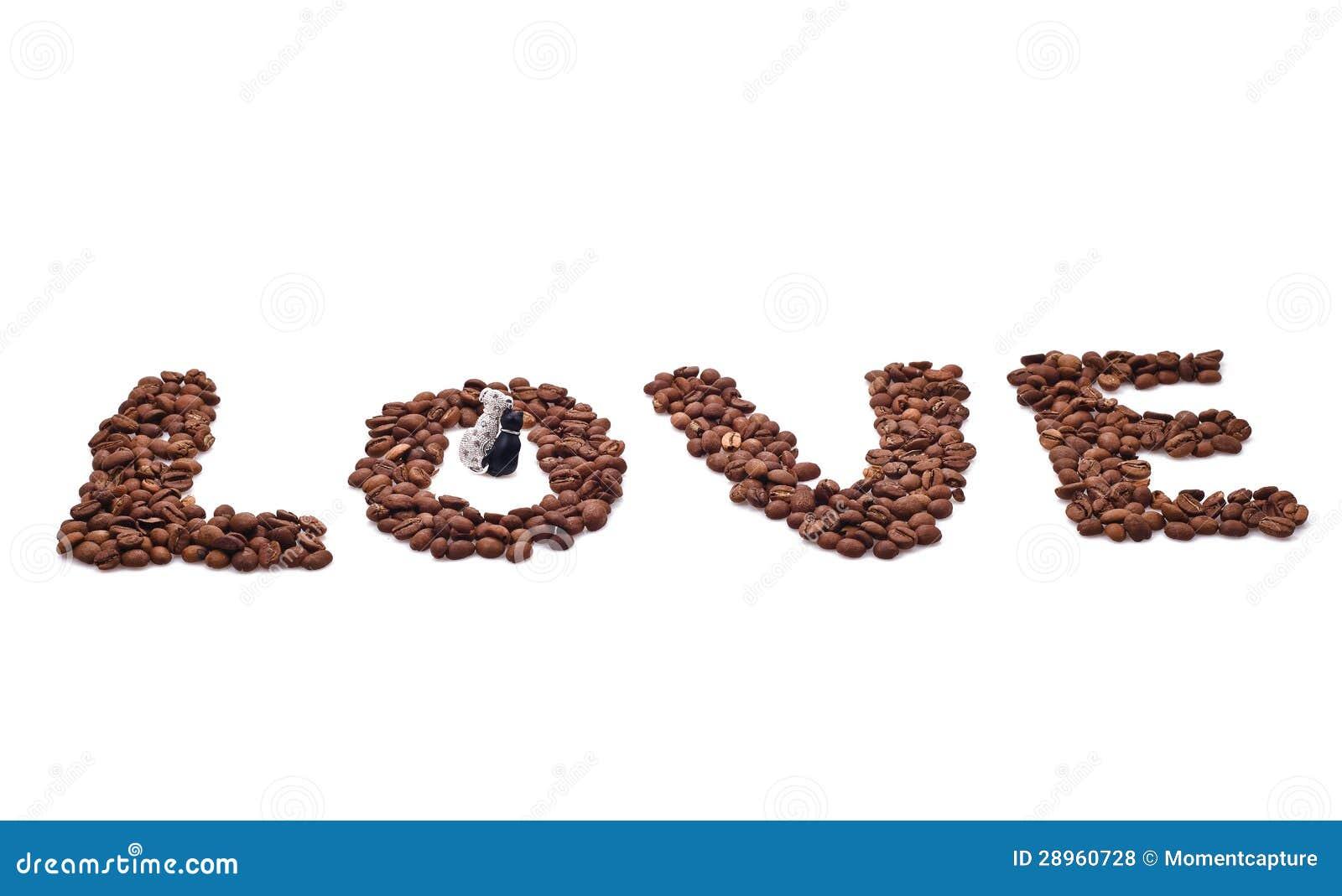 Słowo miłość komponująca kawowe fasole