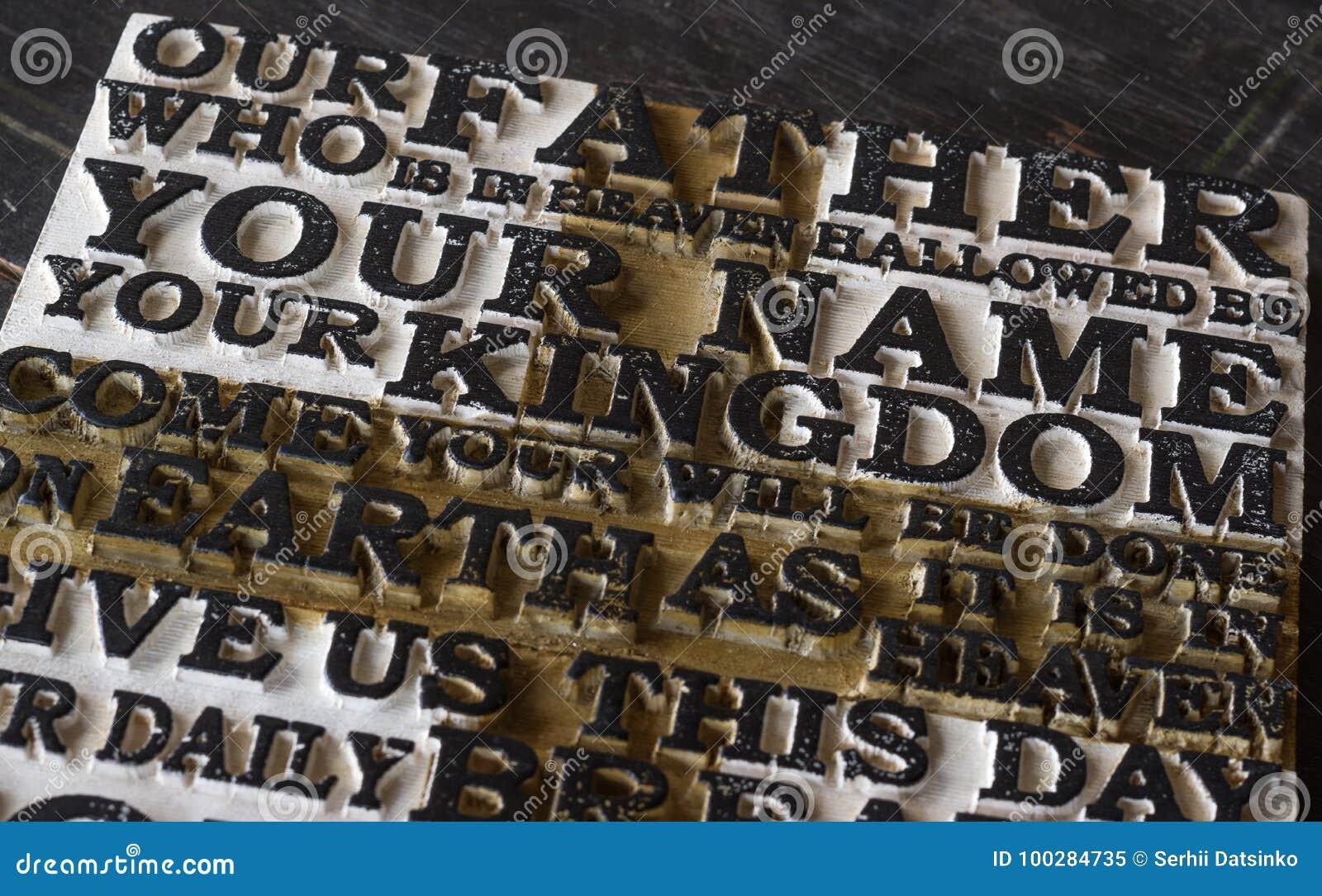 Słowo władyki ` s modlitwa na starym czerni wietrzał drewniane śliwki