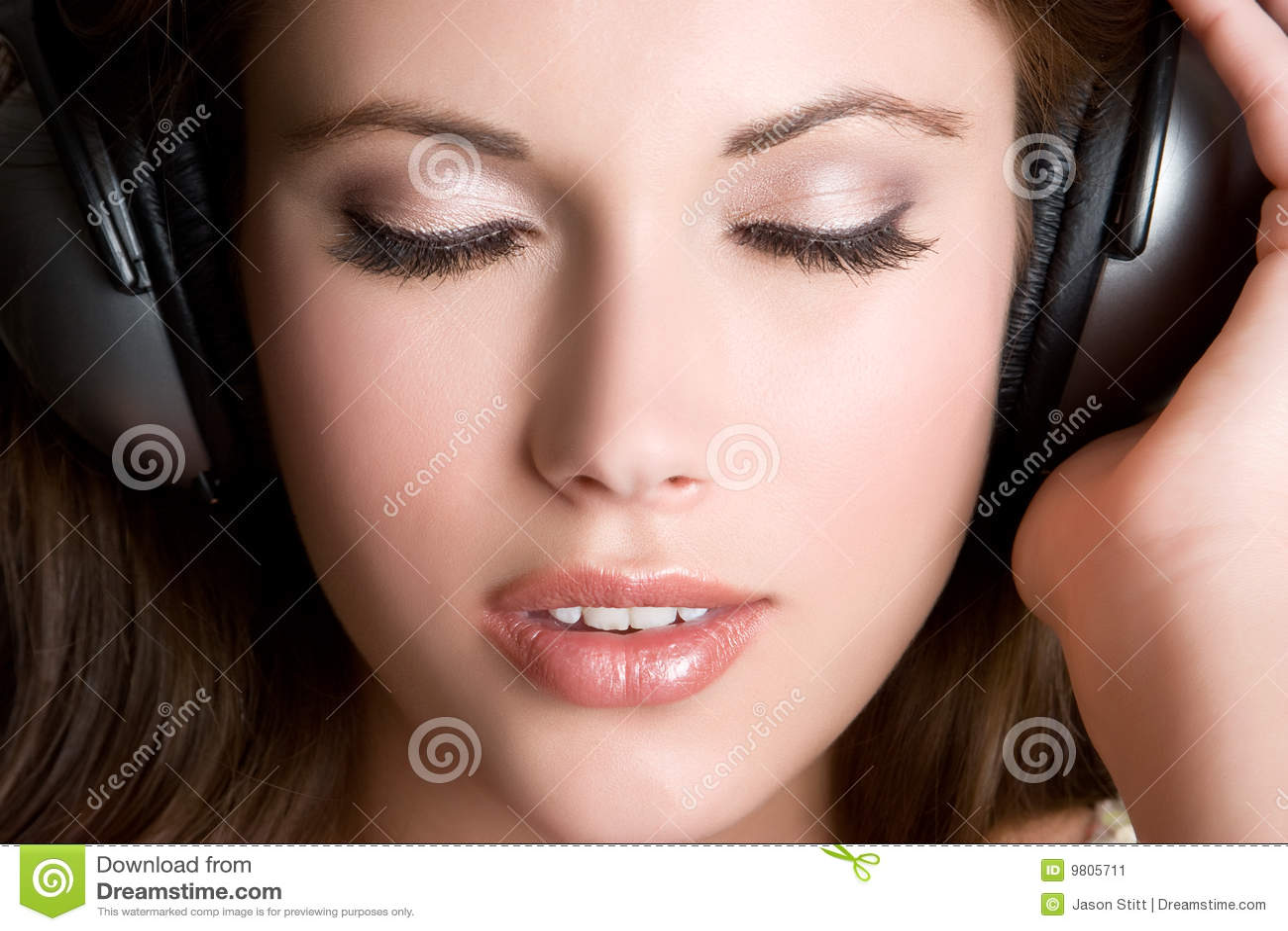 Słuchająca muzyka