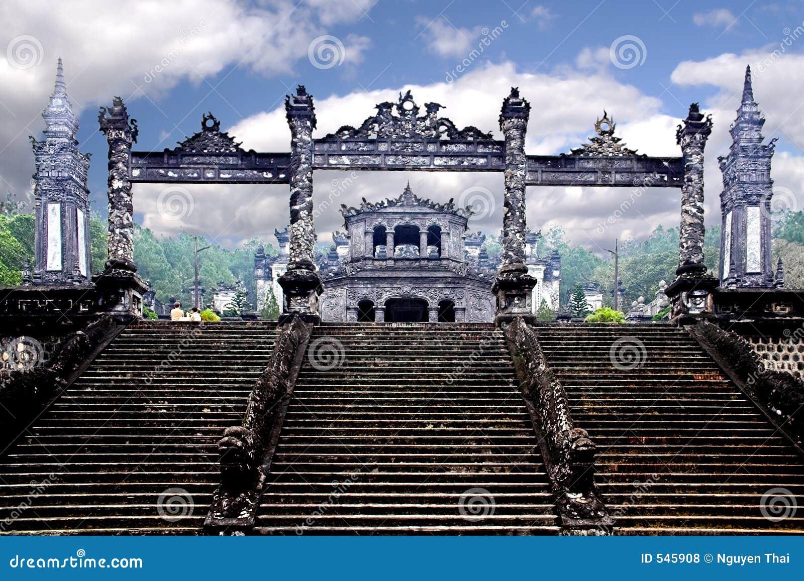 Download S国王坟茔 库存照片. 图片 包括有 石制品, 台阶, 东南, 天空, 云彩, 埋葬, 内存, 庄严, 雕象 - 545908