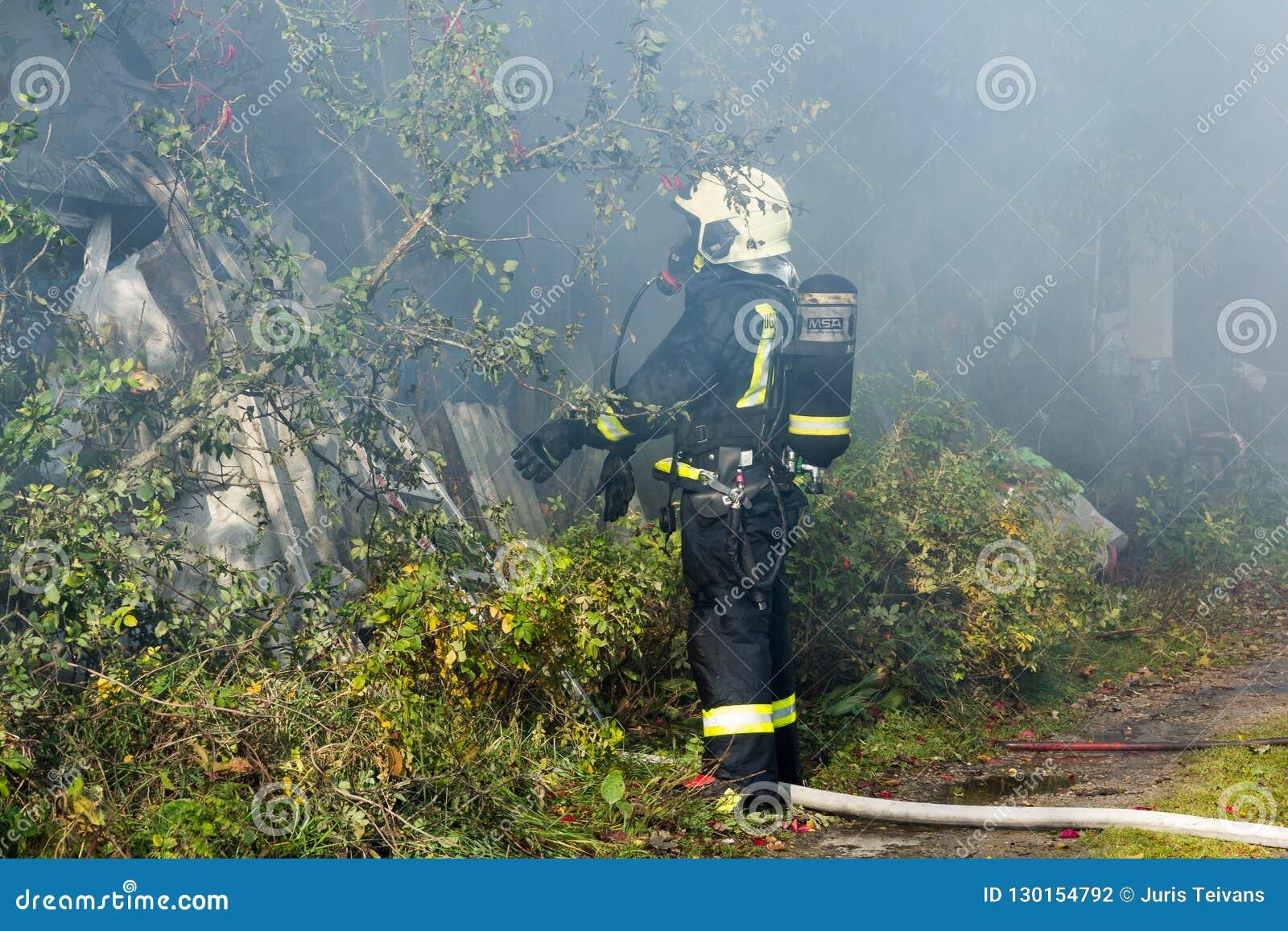 S éteindre le feu a détruit la maison de village sur la 10ème d OC