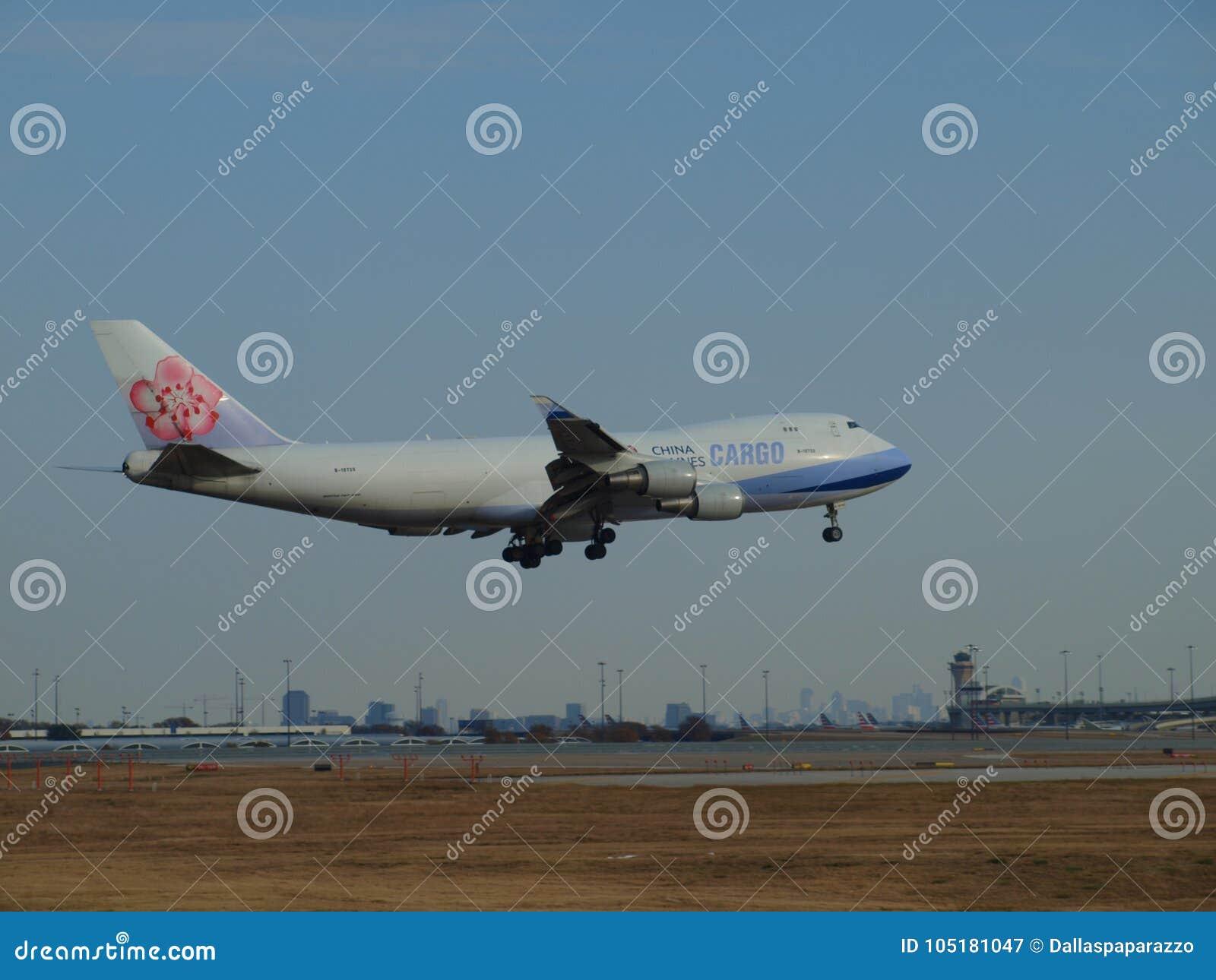 ` S747 груза China Airlines около, который нужно касаться вниз