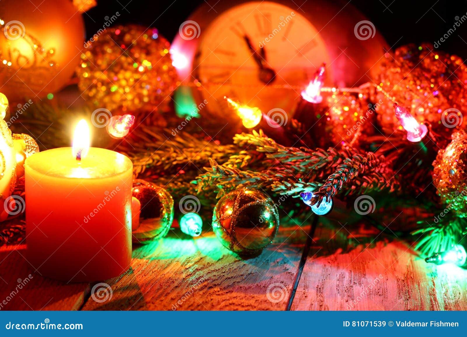 ` S de nouvelle année et fond en bois de Noël