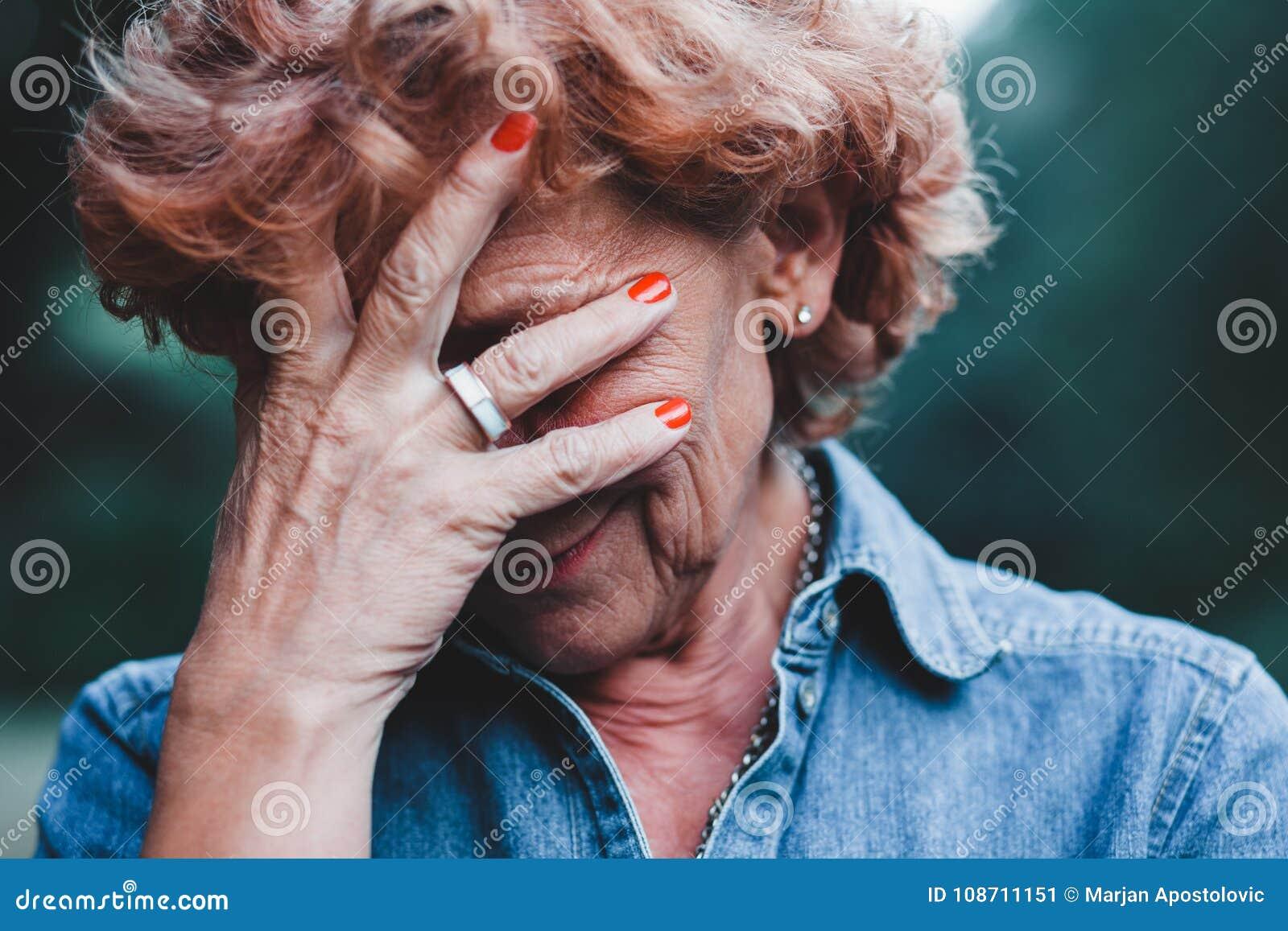 S inquiéter de femmes plus âgées