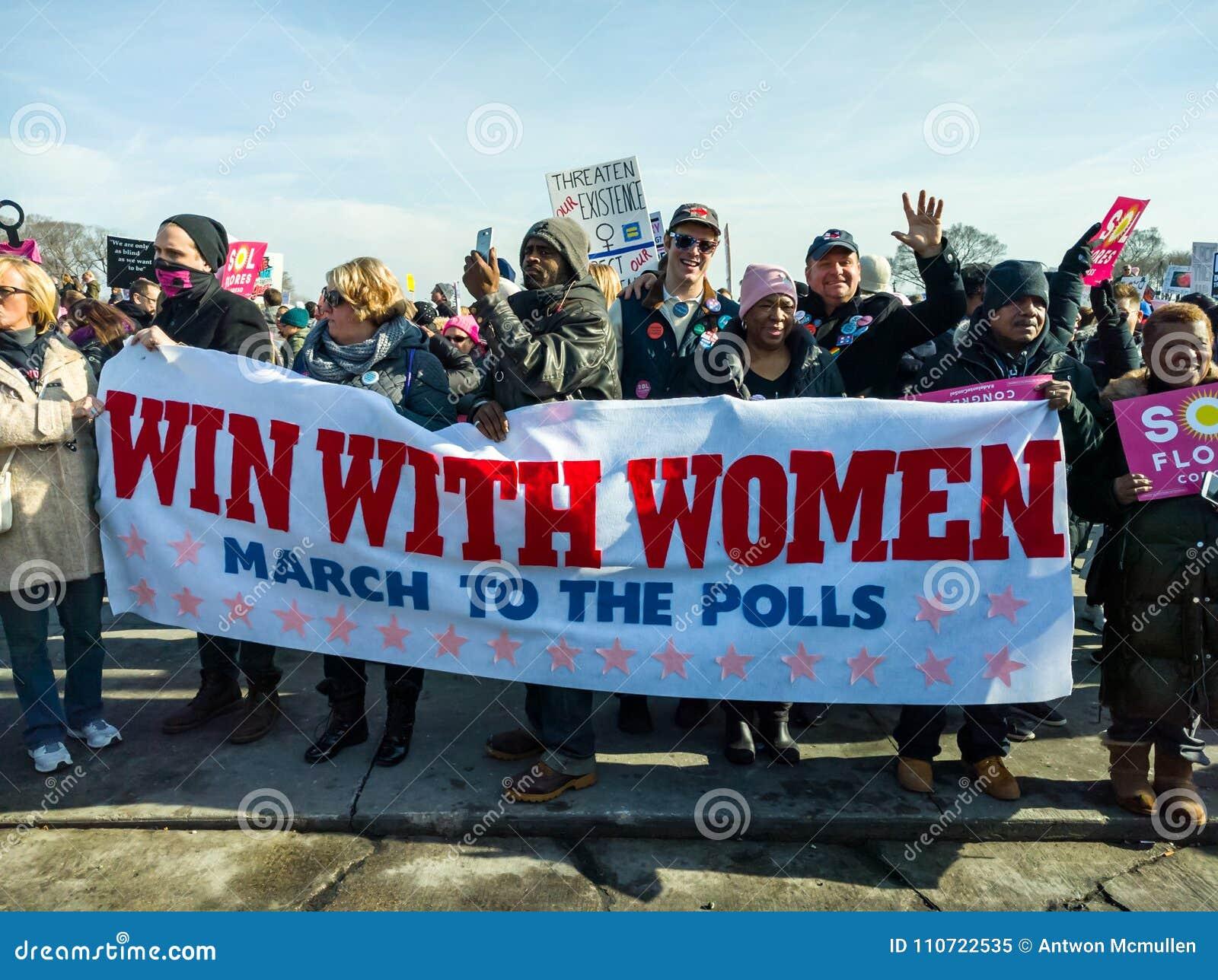 ` S março de 2018 mulheres em Chicago Uma votação dos apoios da bandeira do grupo