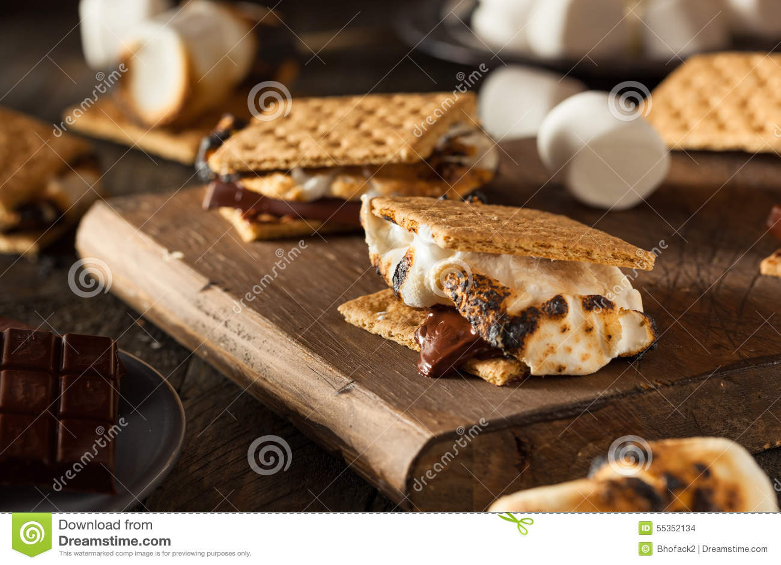 S mores appiccicaticcio casalingo con cioccolato