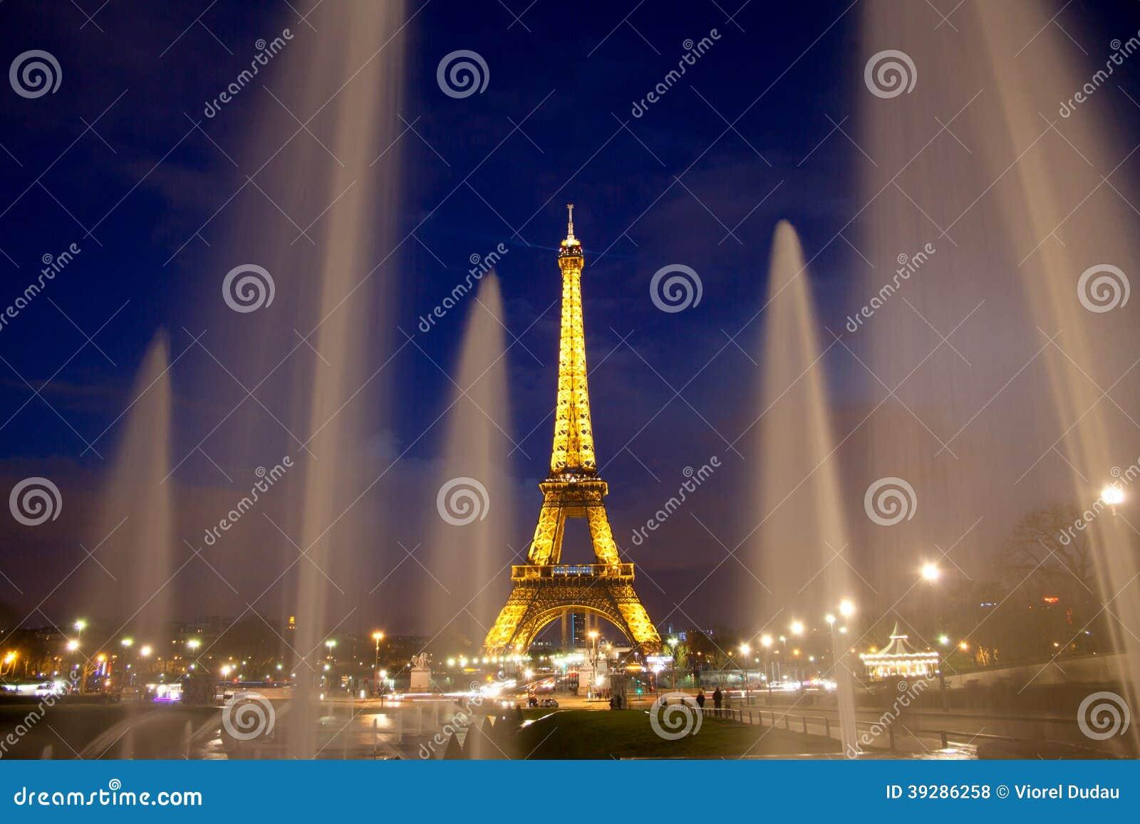 s nachts de toren van Parijs Eiffel