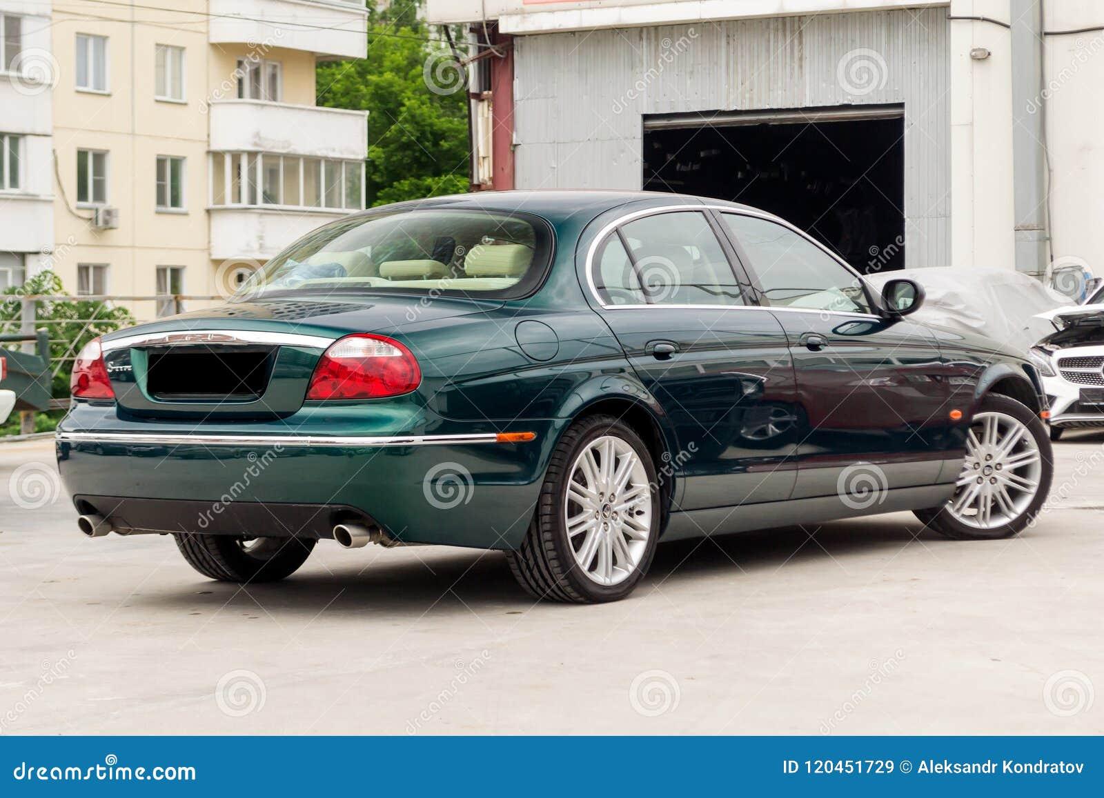 S-tipo brillantemente verde de Jaguar vista posterior 2007