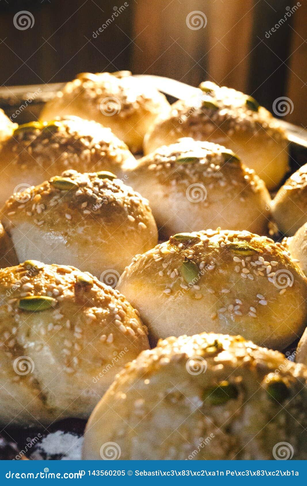 Saída cozida do pão do forno