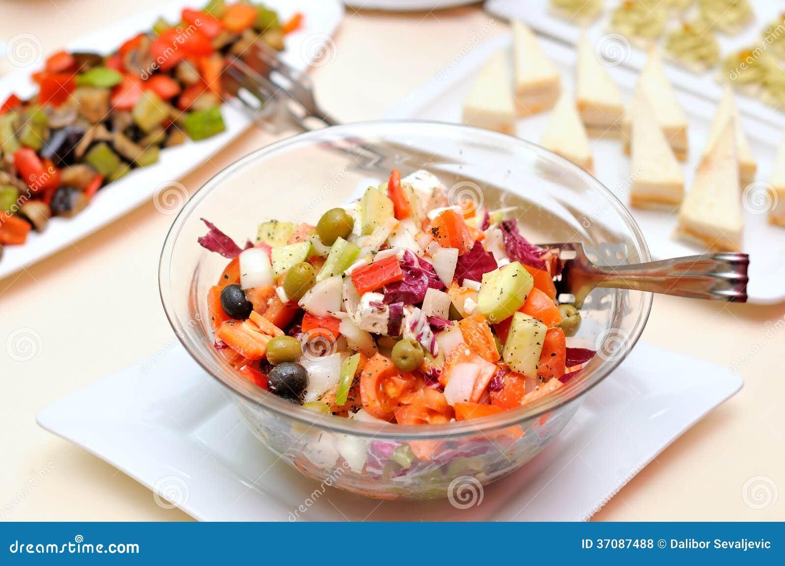 Download Sałatka świezi warzywa zdjęcie stock. Obraz złożonej z kapusta - 37087488