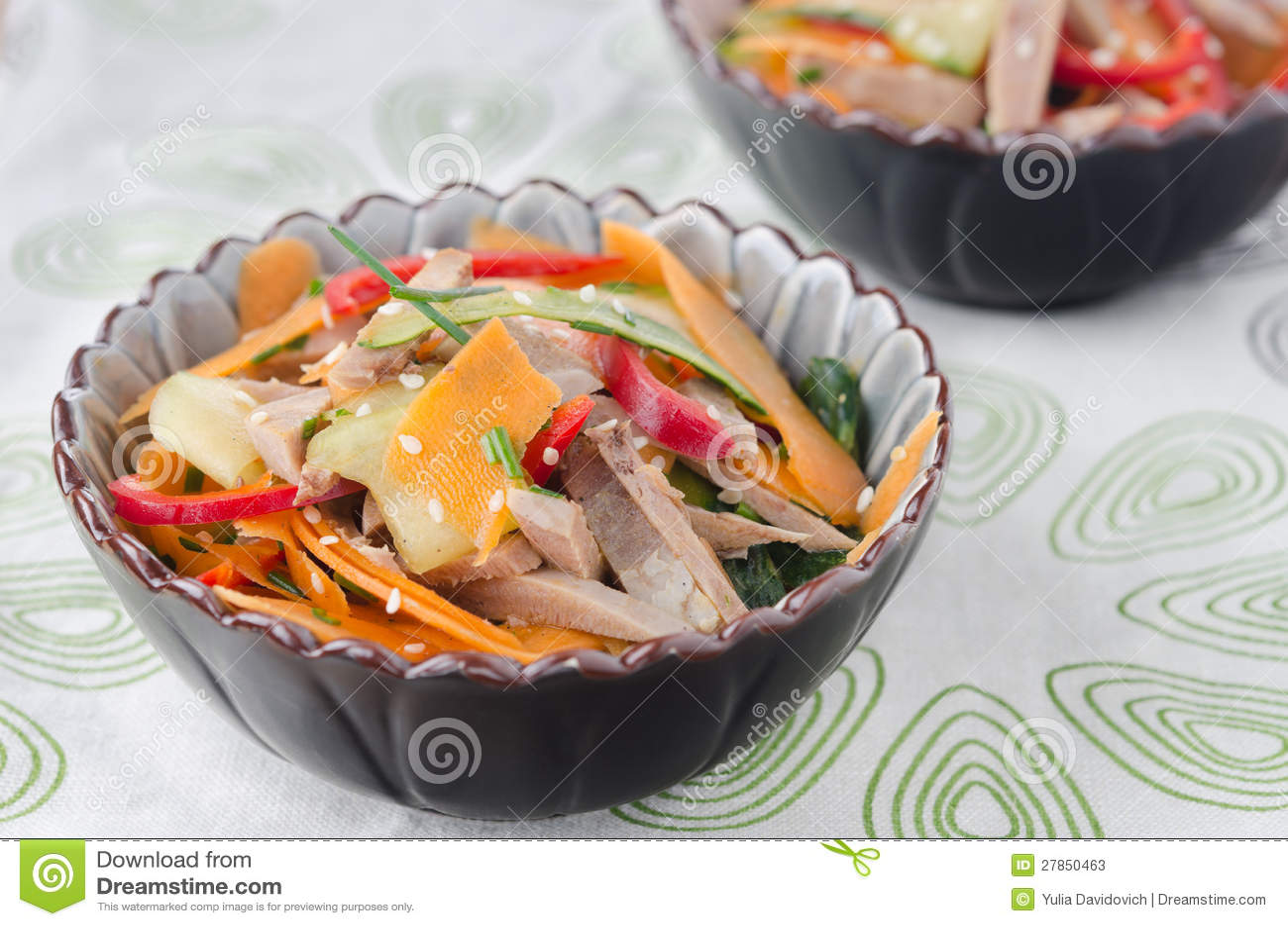 Sałatka z pieprzami, ogórek, wołowina jęzor