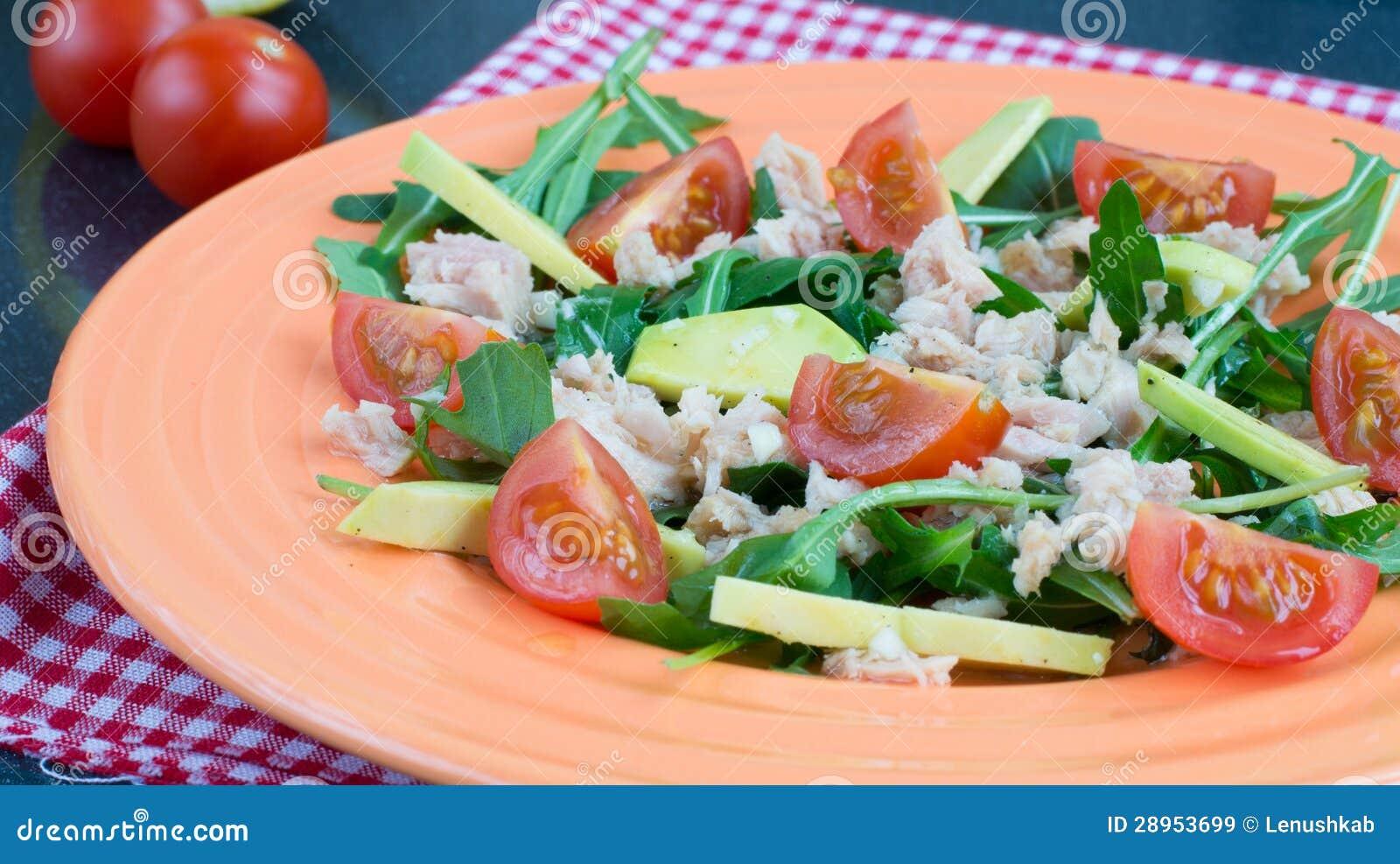 Sałatka z pomidorami, tuńczykiem i avocado cheryy,