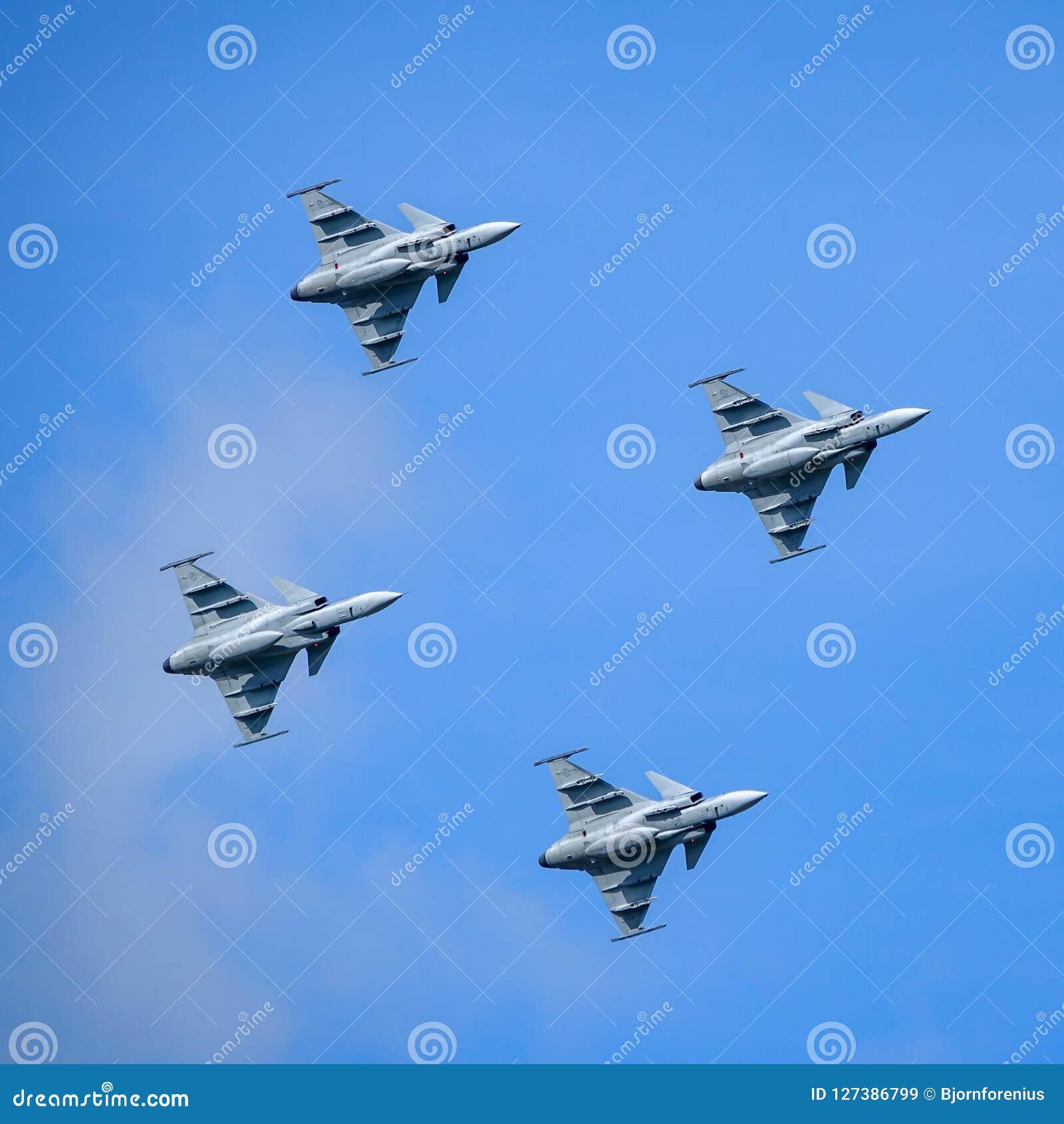 Saab JAS 39 Gripen, combatiente multiusos, vuelo de la formación