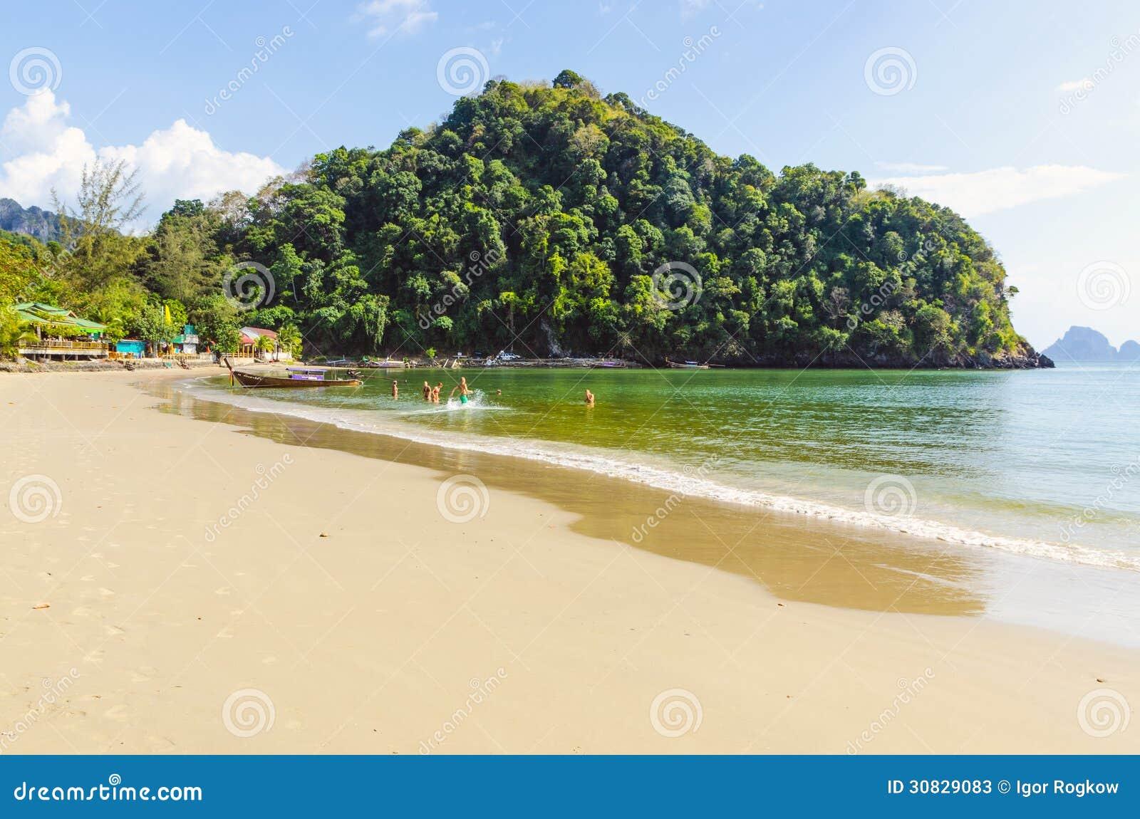 Sabbia bianca sulla spiaggia. La Tailandia