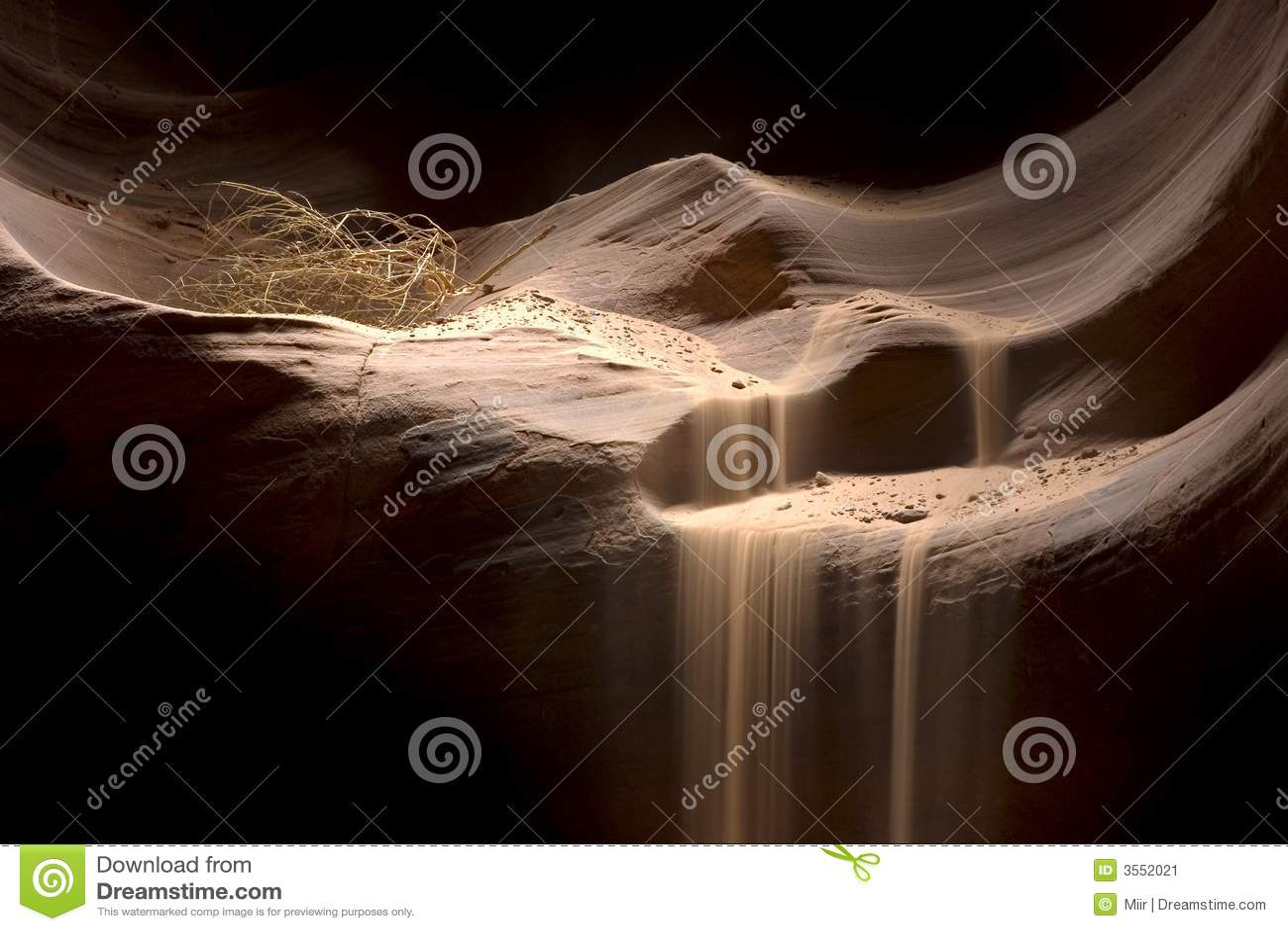 Sabbia che cade nell antilope Canyo