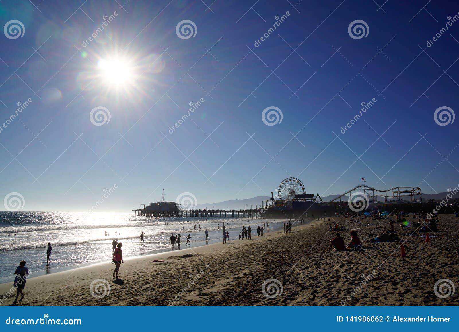 Sabbia e sole in spiaggia di stato di Santa Monica