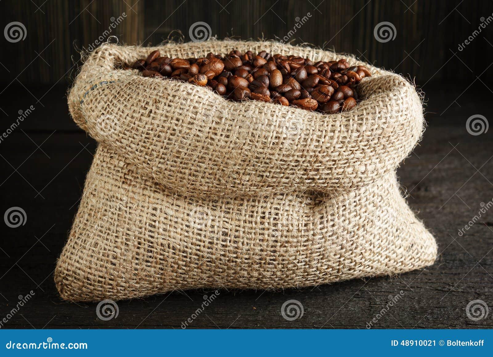 Sac toile de jute avec des grains de caf photo stock - Sac de cafe en grain ...