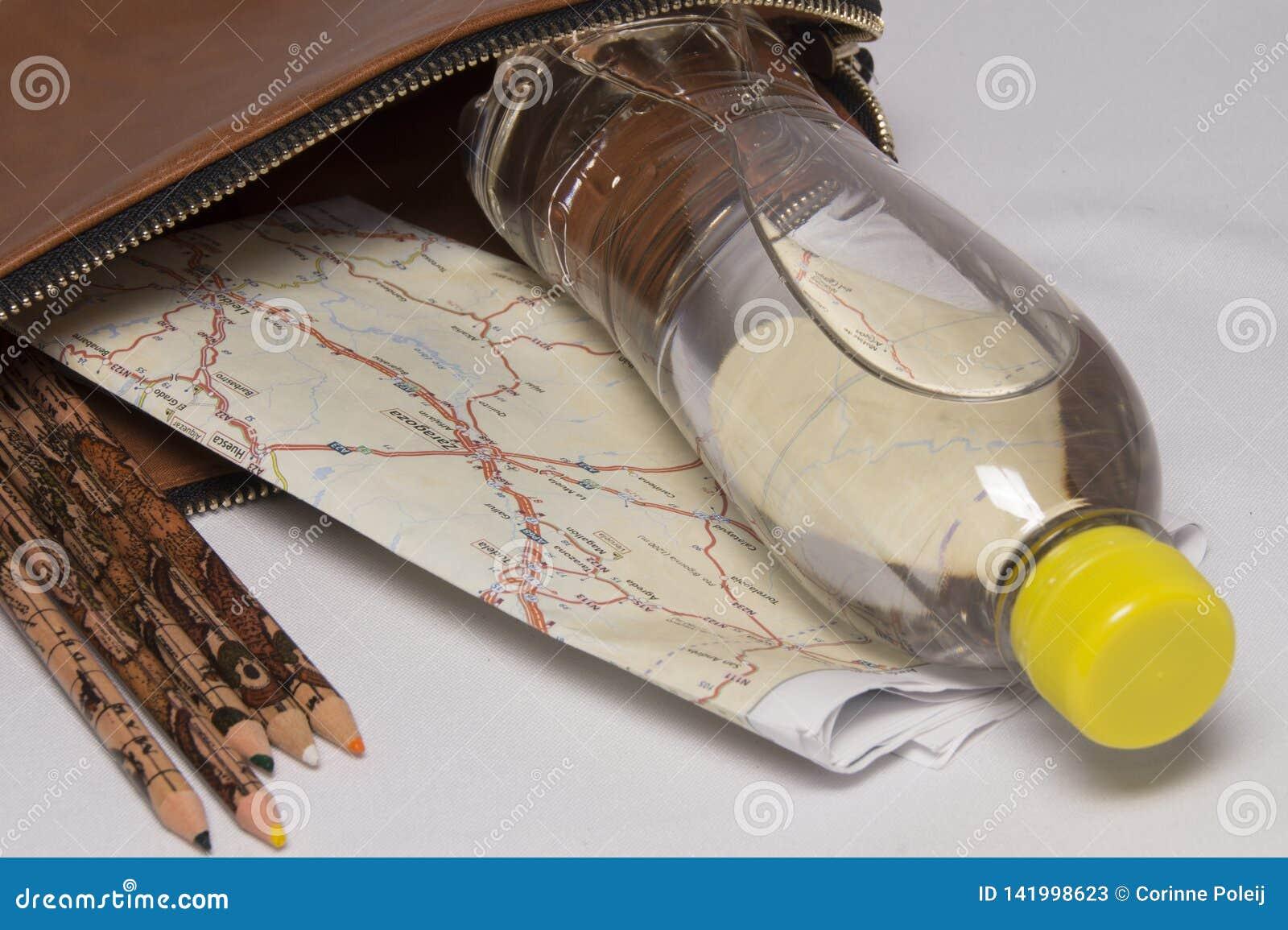 Sac de tirette avec la bouteille de l eau, de carte et de crayons