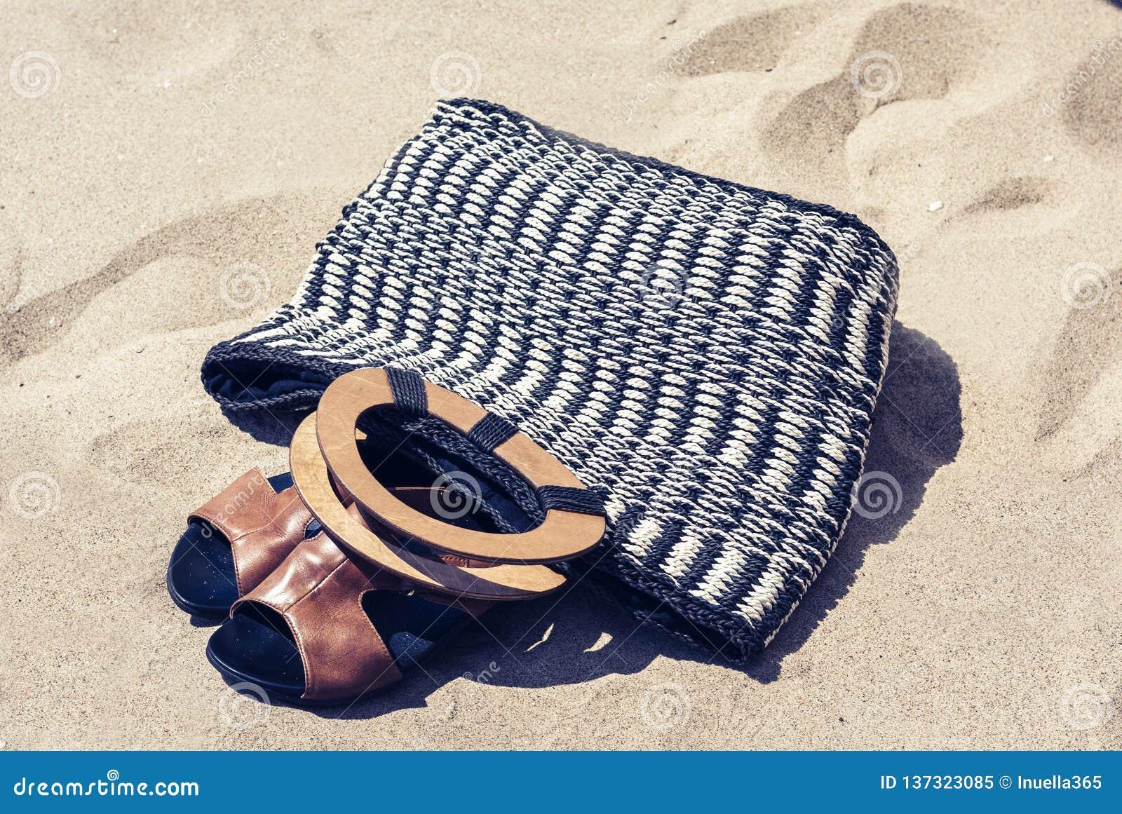 Sac Plage D'été Sur Cru En Cuir Osier Paille Et De Sandales QtdshrC