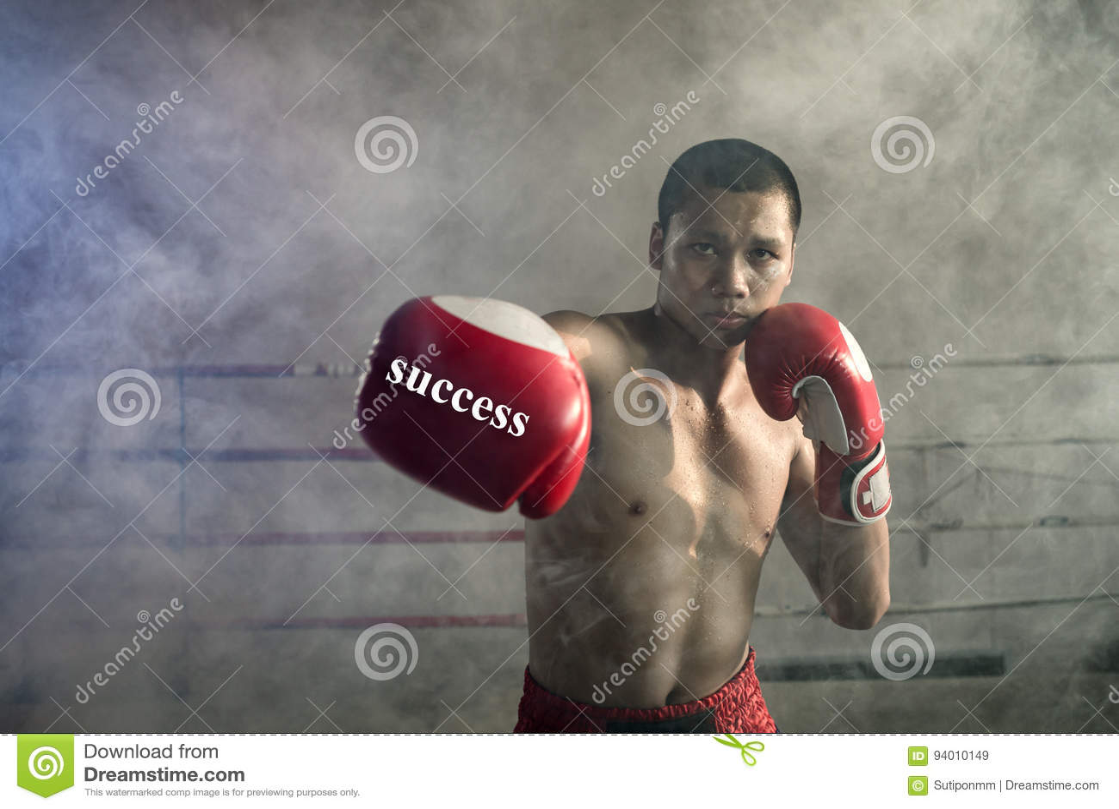 Sacador tailandés de los boxeadores De los deportes tailandeses de Muay un profesional