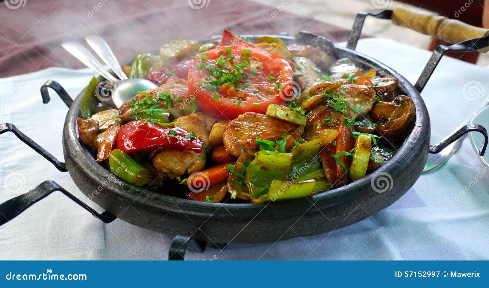 Sach - comida búlgara tradicional