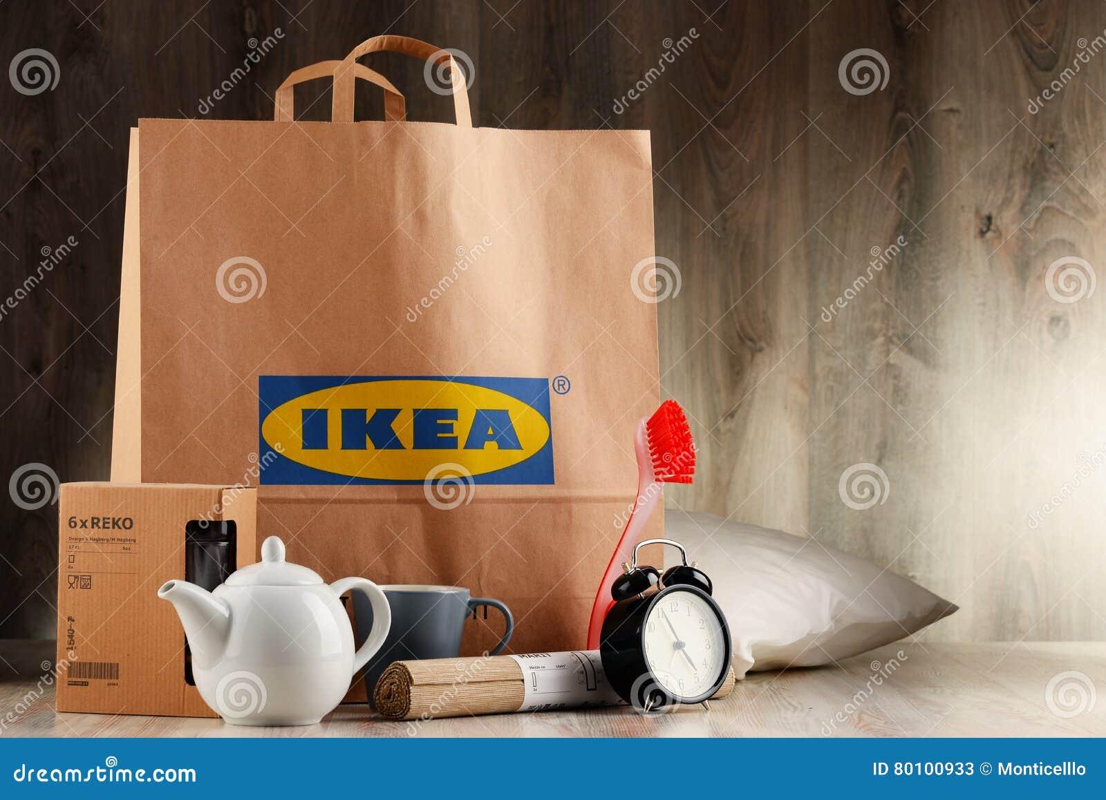 Saco de compras original do papel de IKEA e seus produtos