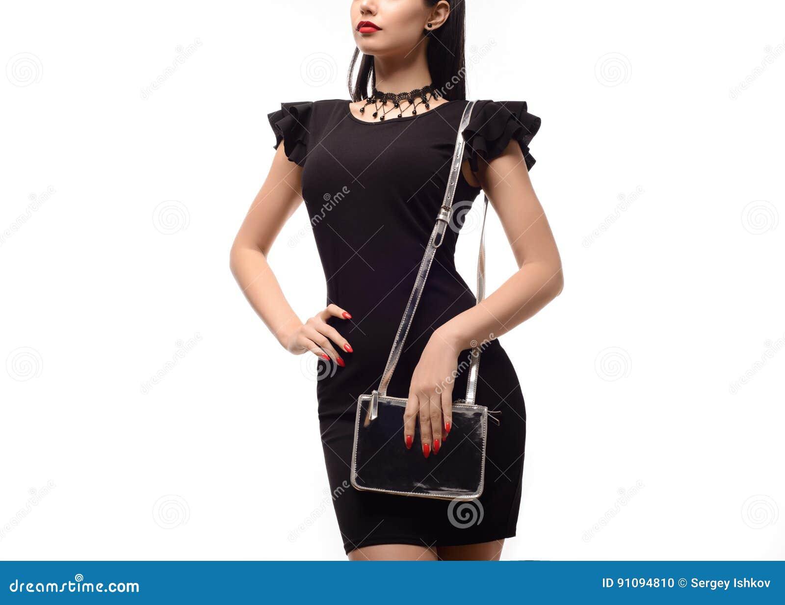Saco de embreagem à moda da prata da posse da mulher isolado no fundo branco