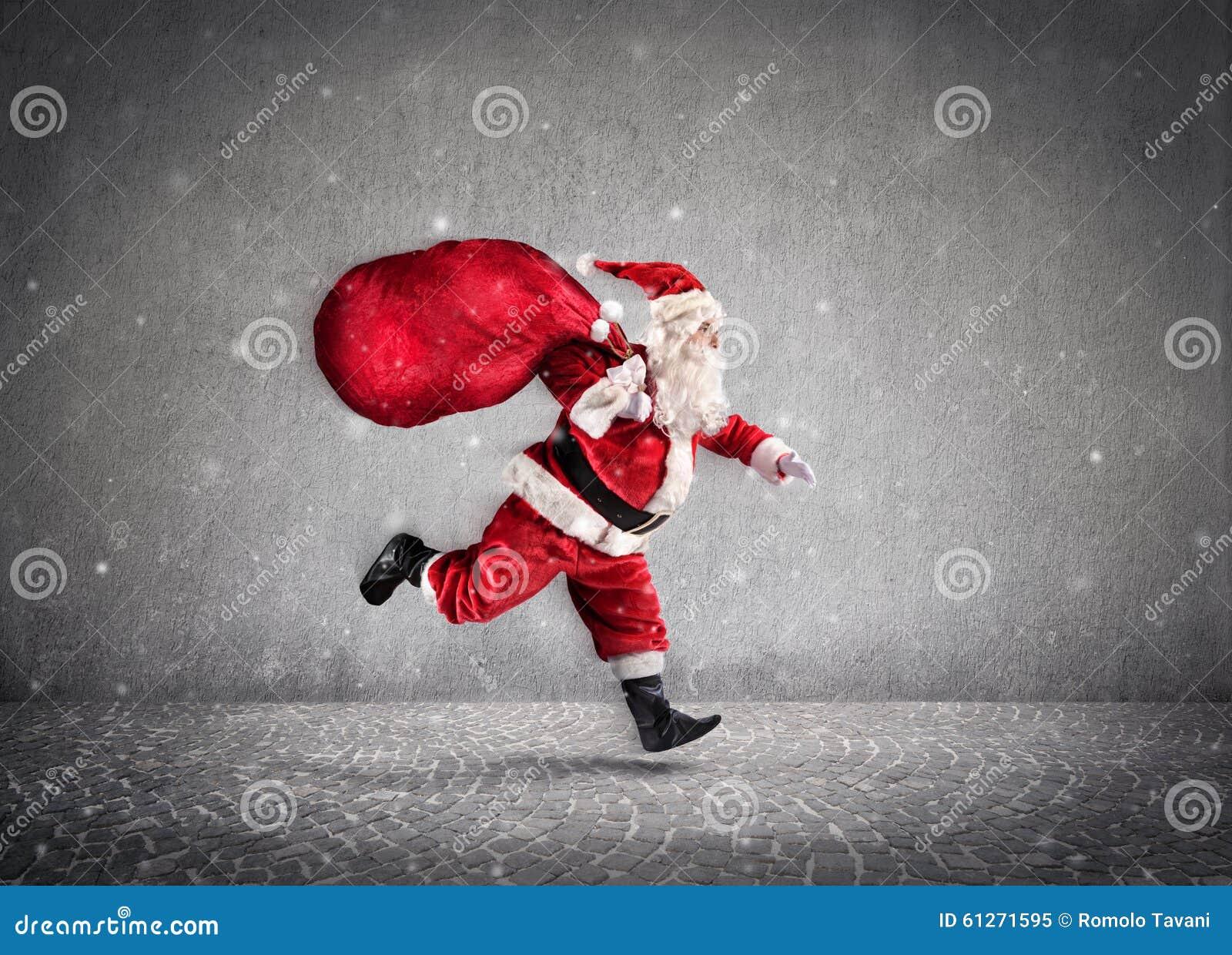 Saco de Santa Claus Running With A dos presentes na maneira