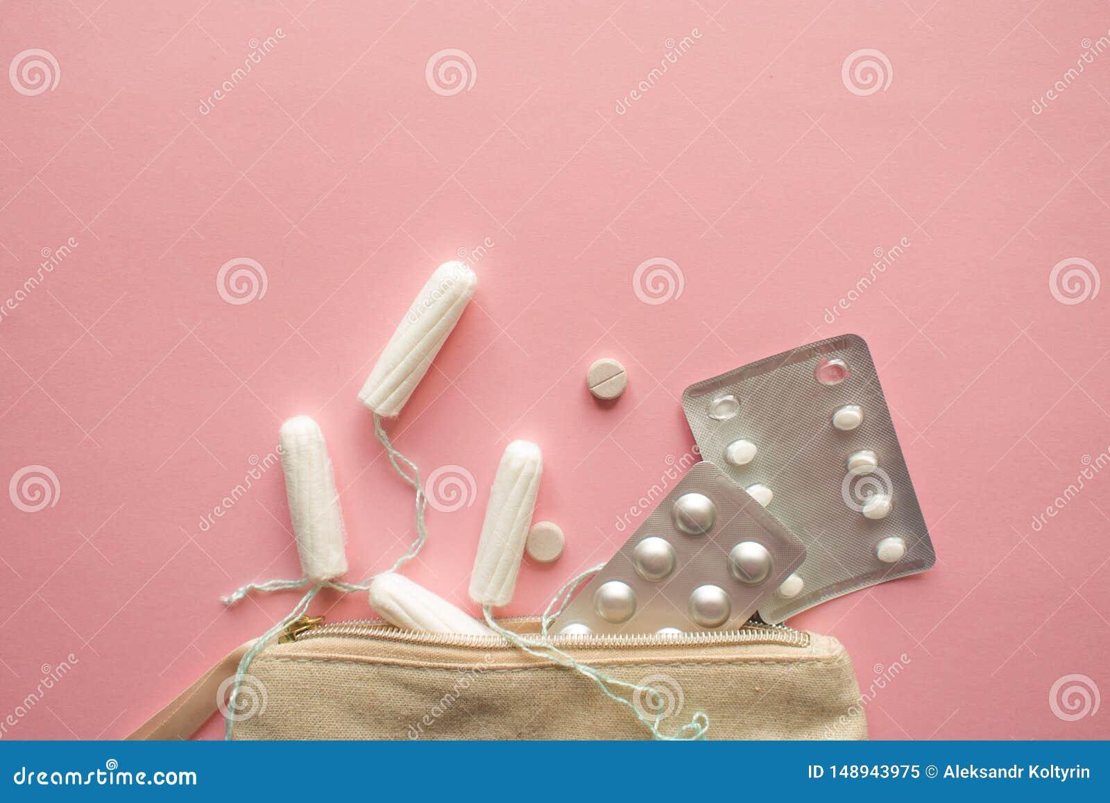 Saco ou bolsa cosm?tica com tamp?es, contraceptivos e comprimidos de dor Ajustado em caso da menstrua??o