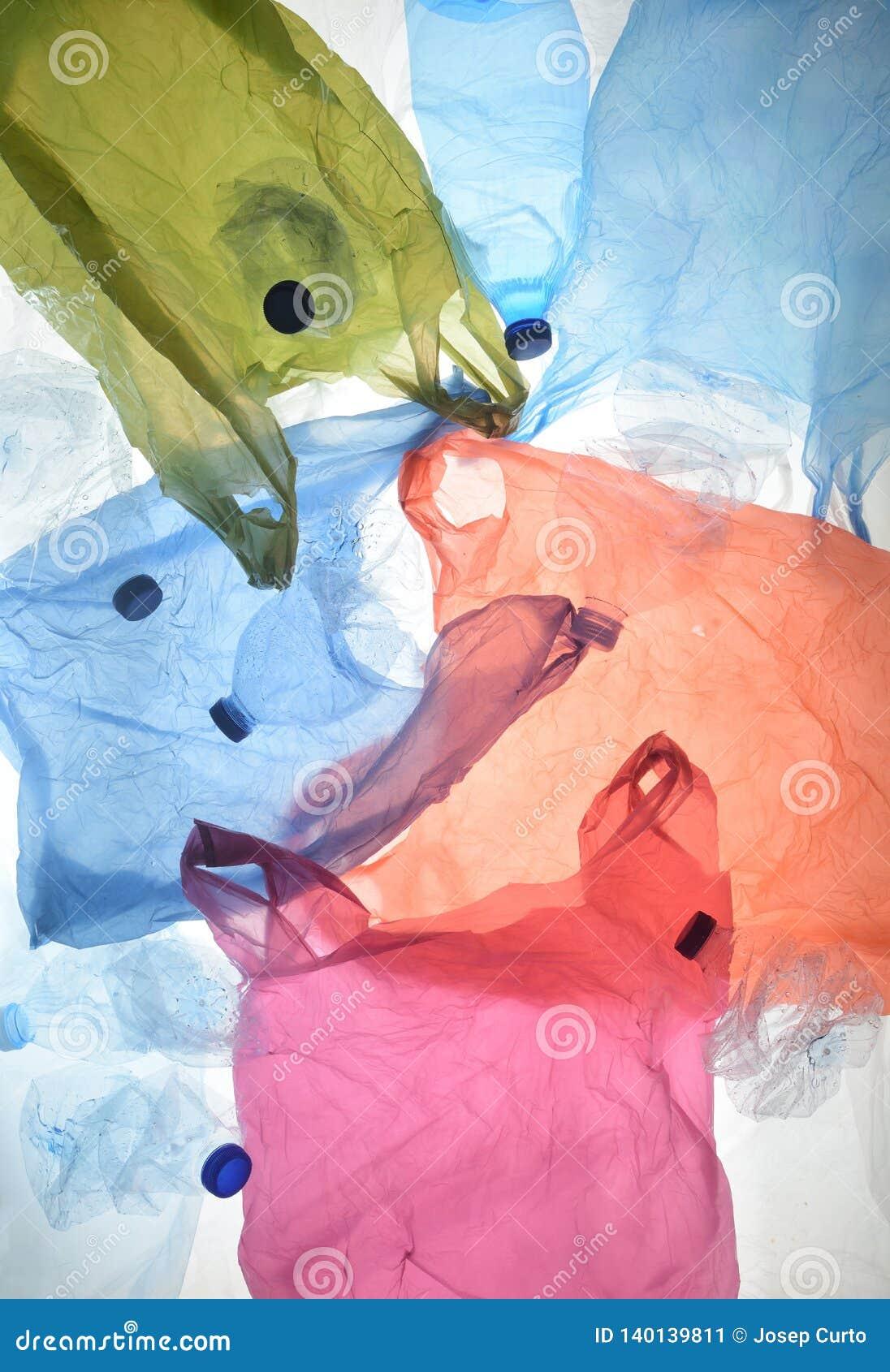 Sacos de plástico e garrafas