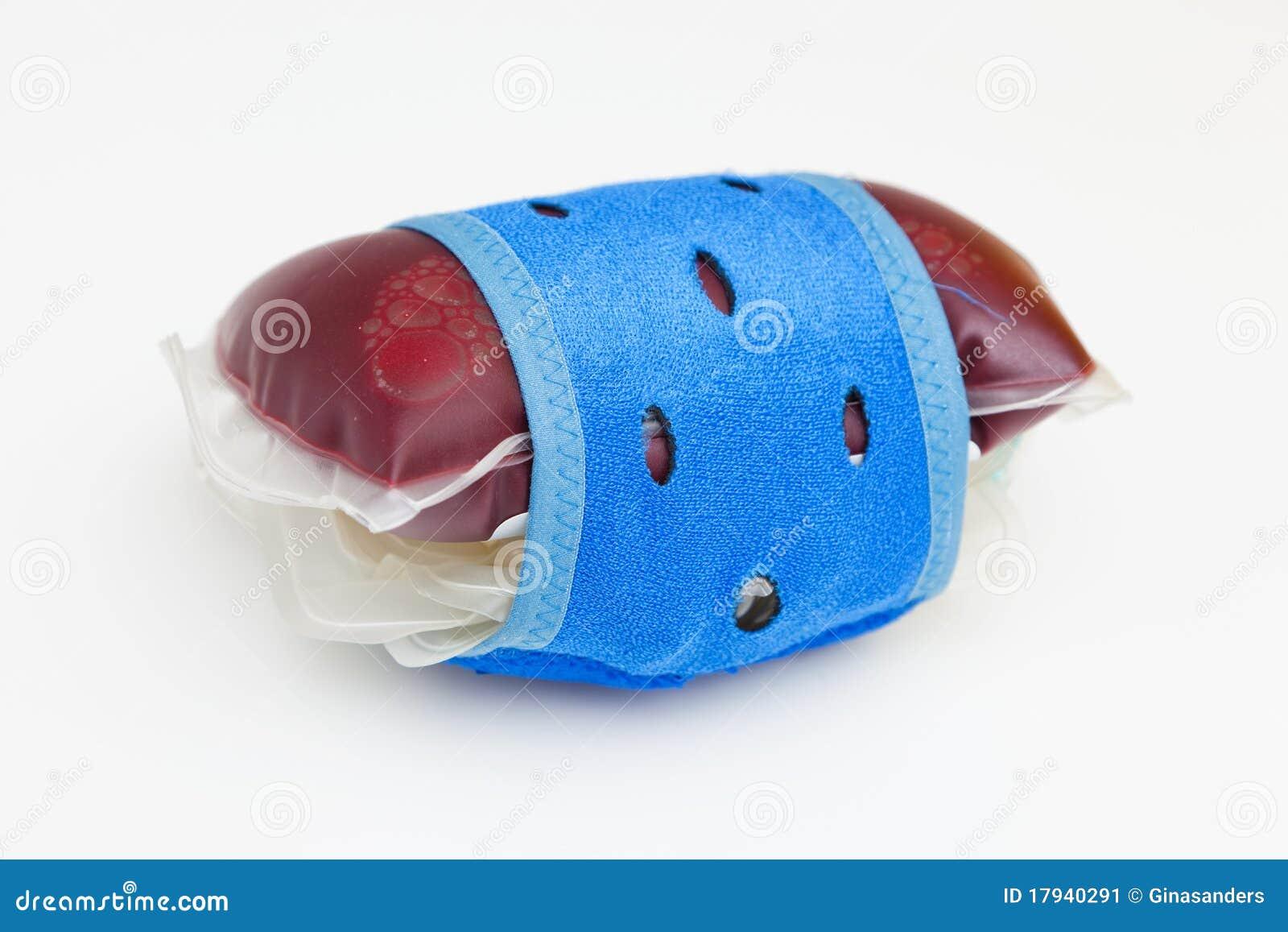 Sacos do sangue com sangue doado no laboratório