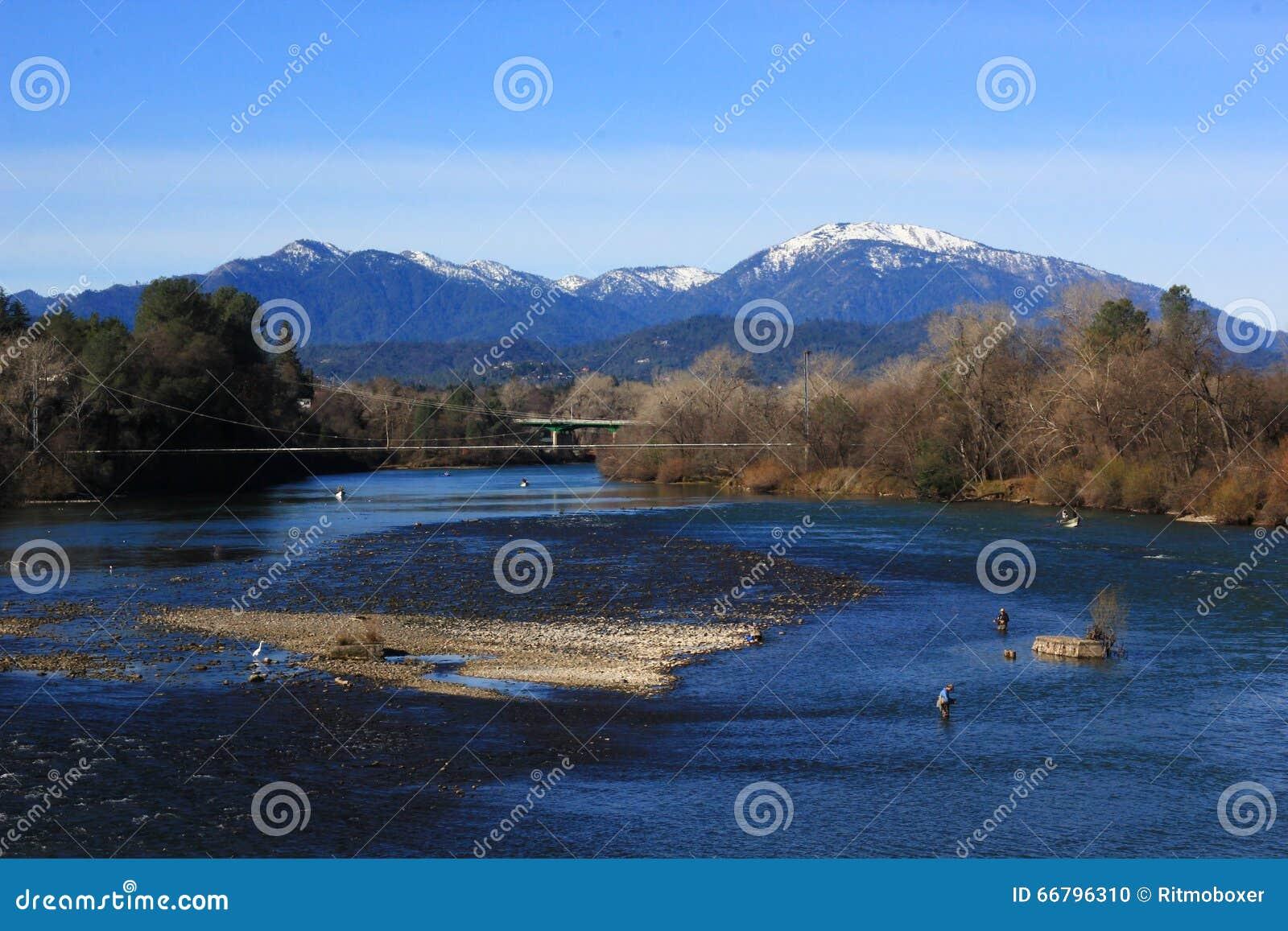 Sacramento River Ansicht In Redding Kalifornien Stockfoto Bild Von